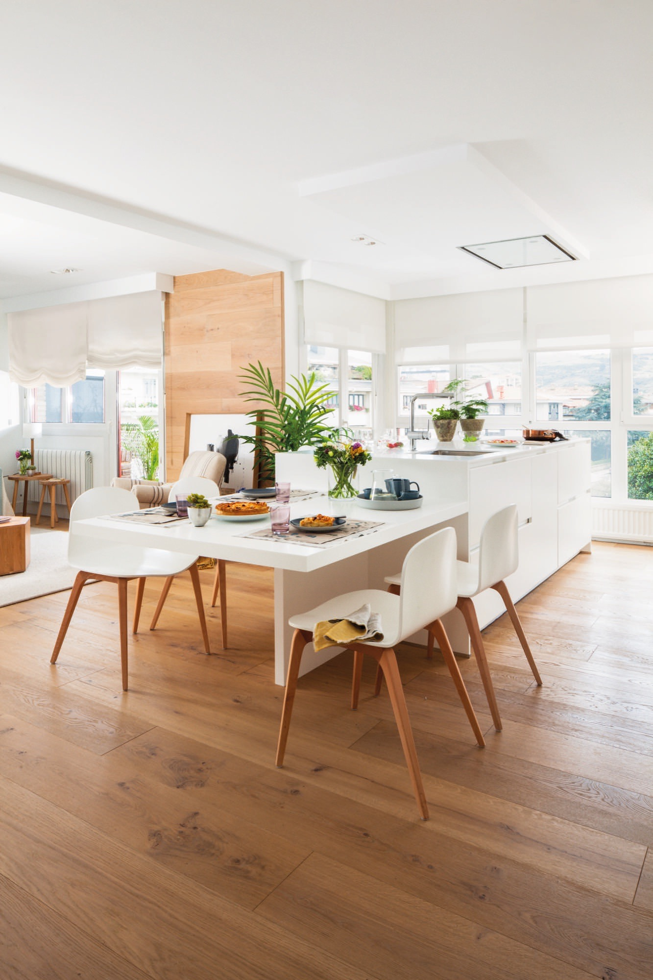 Un piso con historia familiar completamente reformado for Cocina unida a salon
