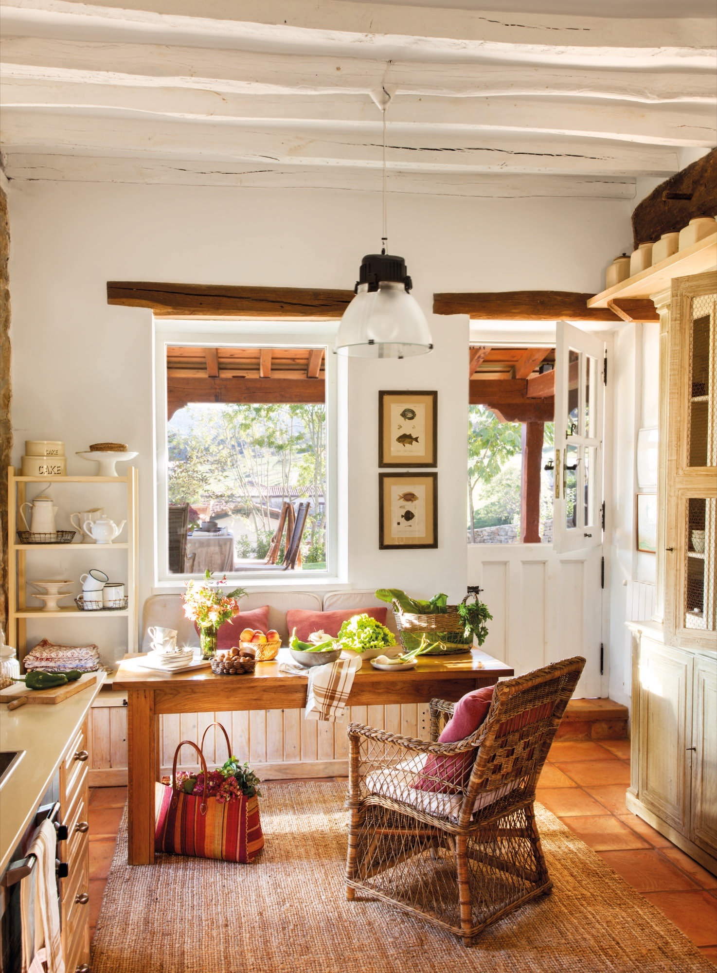 Una casa rustica en cantabria sencilla y muy acogedora - Como disenar una cocina rustica ...
