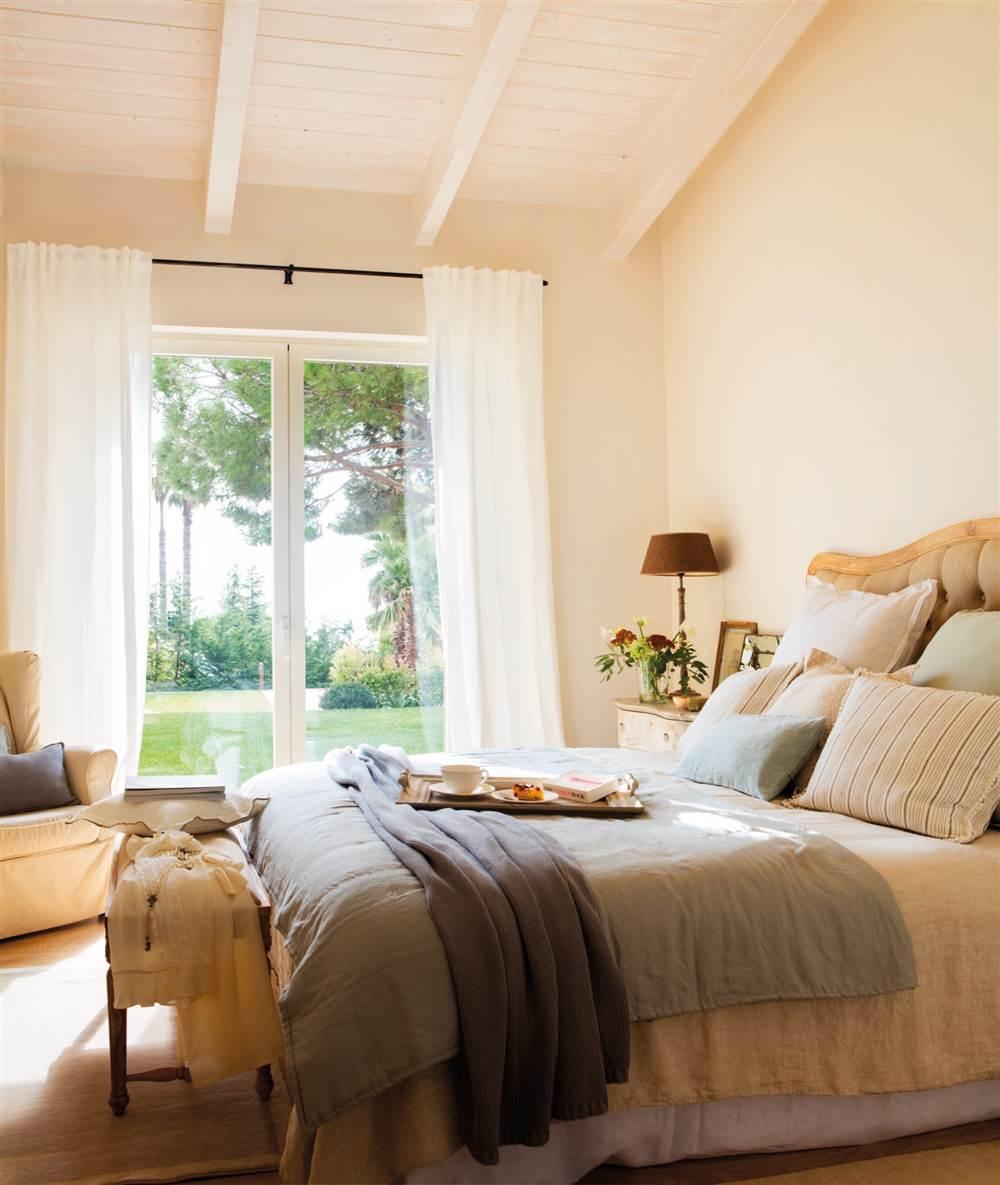 Una casa r stica en el maresme hecha a medida para esta - Pintura de dormitorios matrimoniales ...