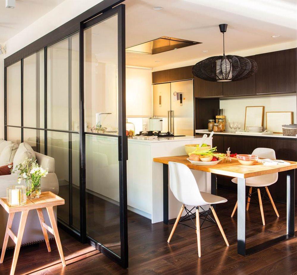 C mo crear un office en tu cocina tengas el espacio que for Isla de cocina con mesa