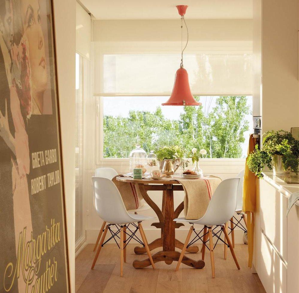C mo crear un office en tu cocina tengas el espacio que for Mesa redonda cocina