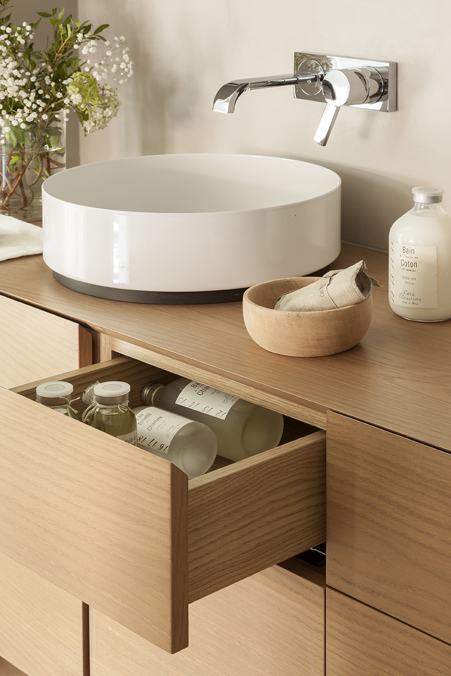 Ideas para que tu ba o sea m s confortable y acogedor - Mueble lavabo madera ...