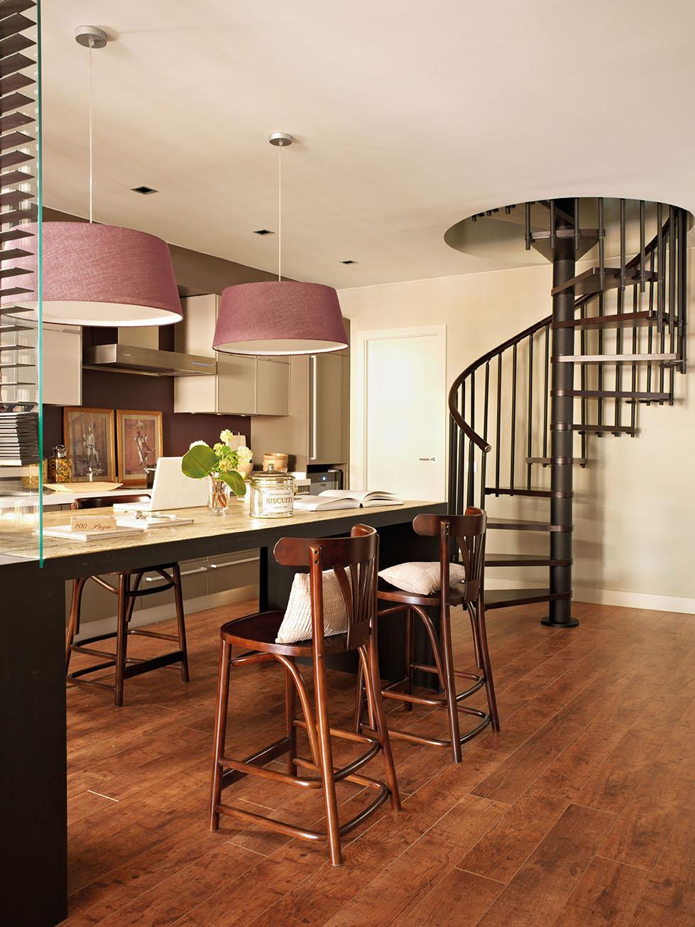 En este piso nada es lo que parece - Como subir muebles por escalera caracol ...