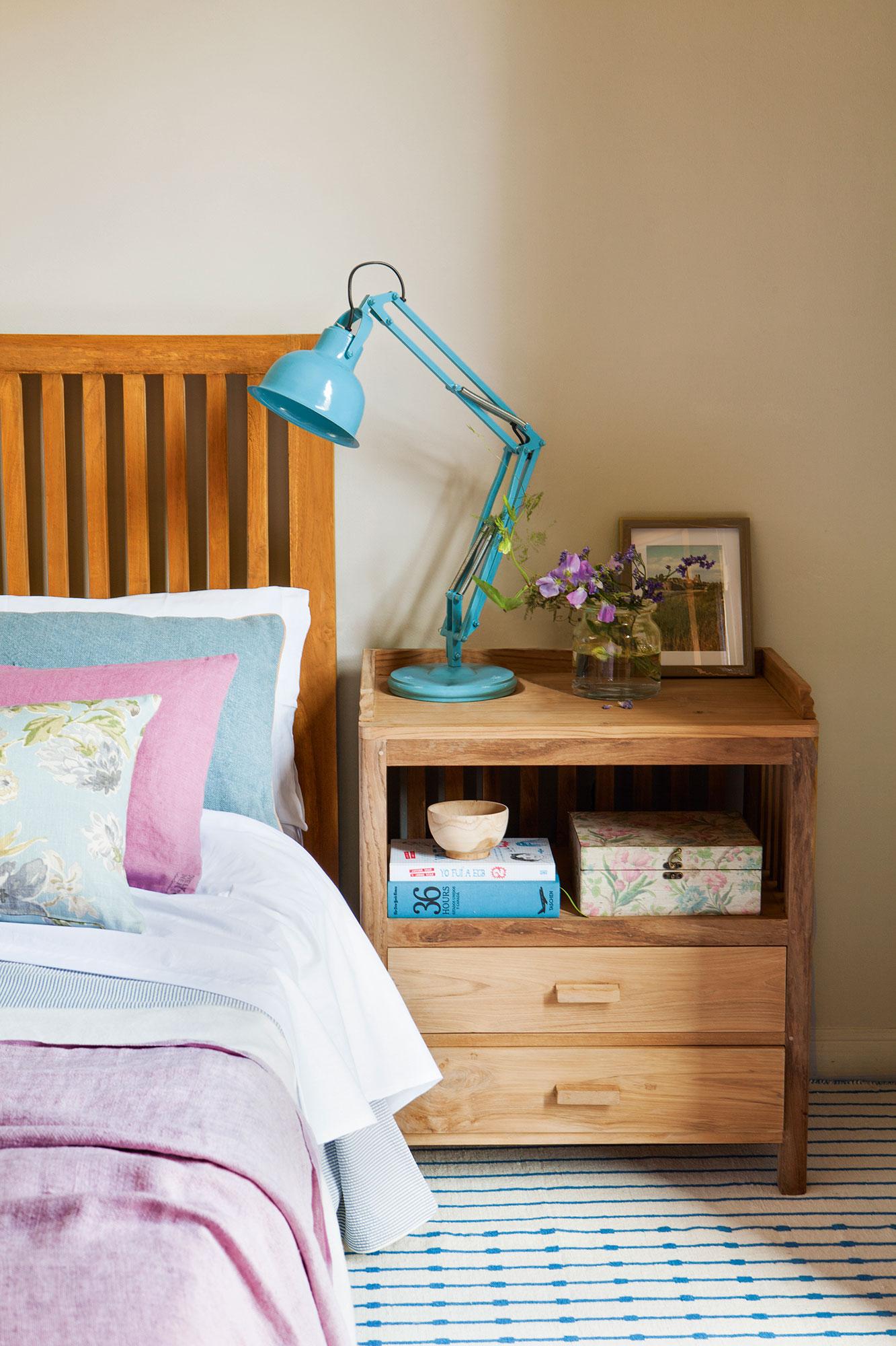 Compartir piso 10 ideas low cost para decorar tu dormitorio - Zara home lamparas mesilla ...