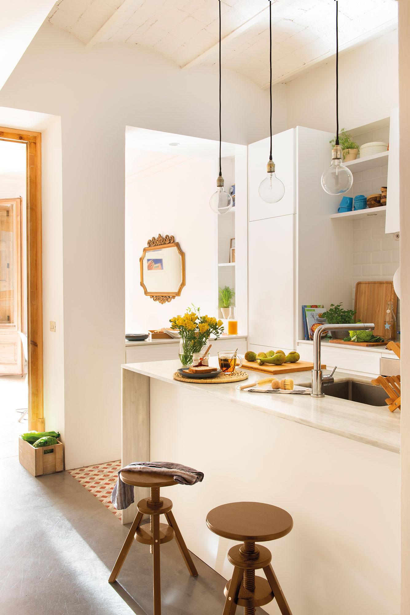 Reformar la cocina para ganar metros y luz - Reformar cocina pequena ...