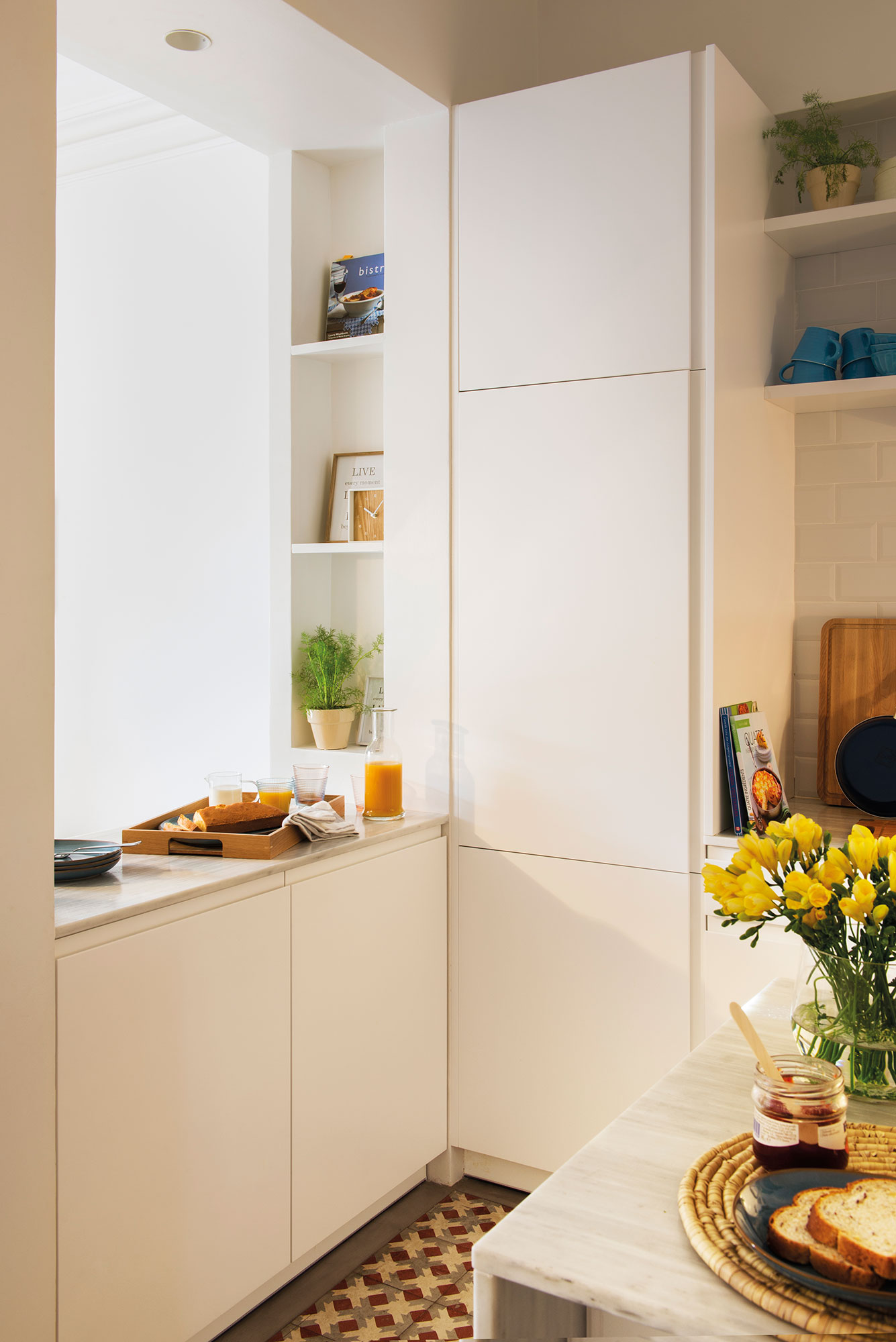 Reformar la cocina para ganar metros y luz for Armarios de cocina