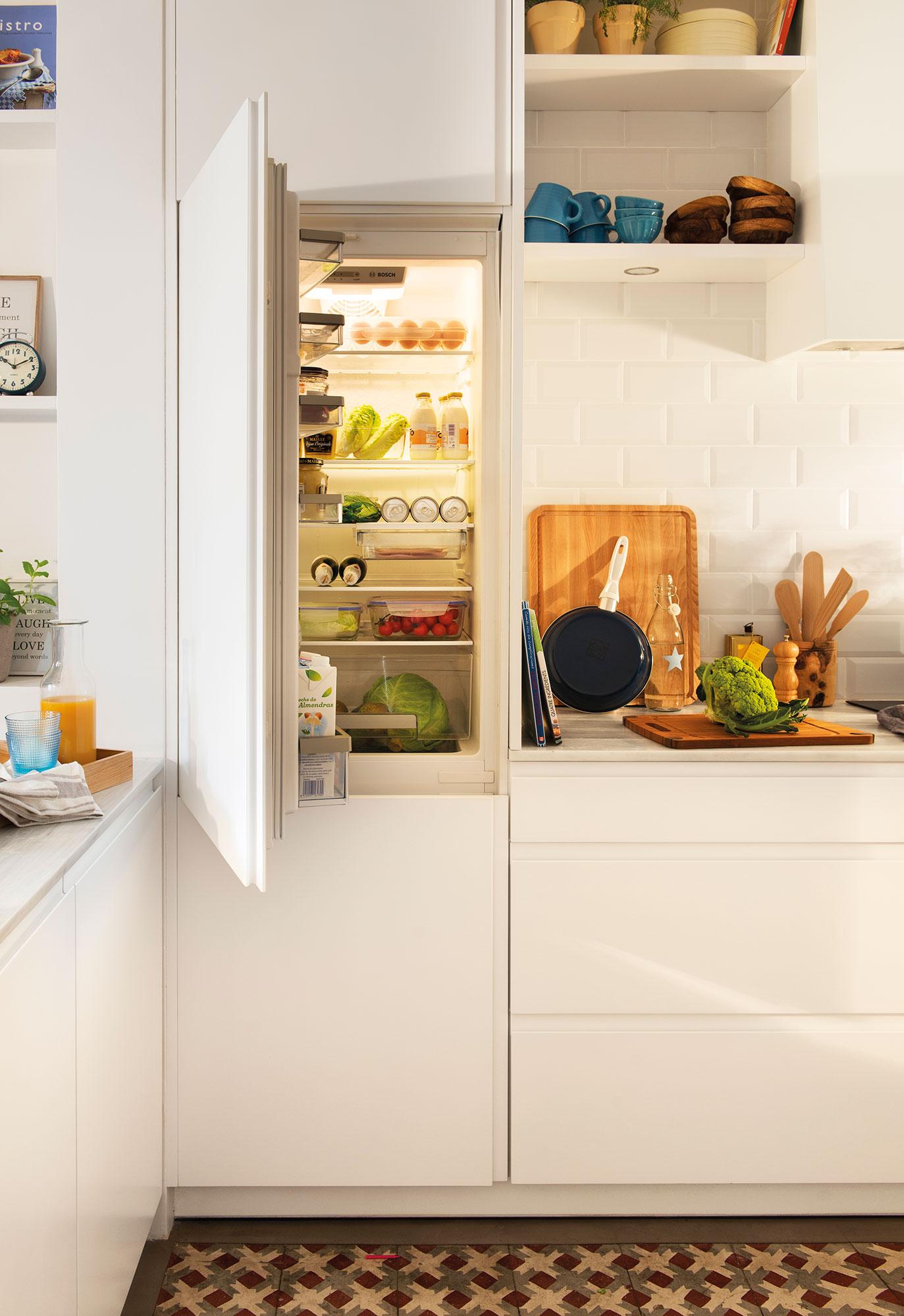 Reformar la cocina para ganar metros y luz for Cocina con electrodomesticos