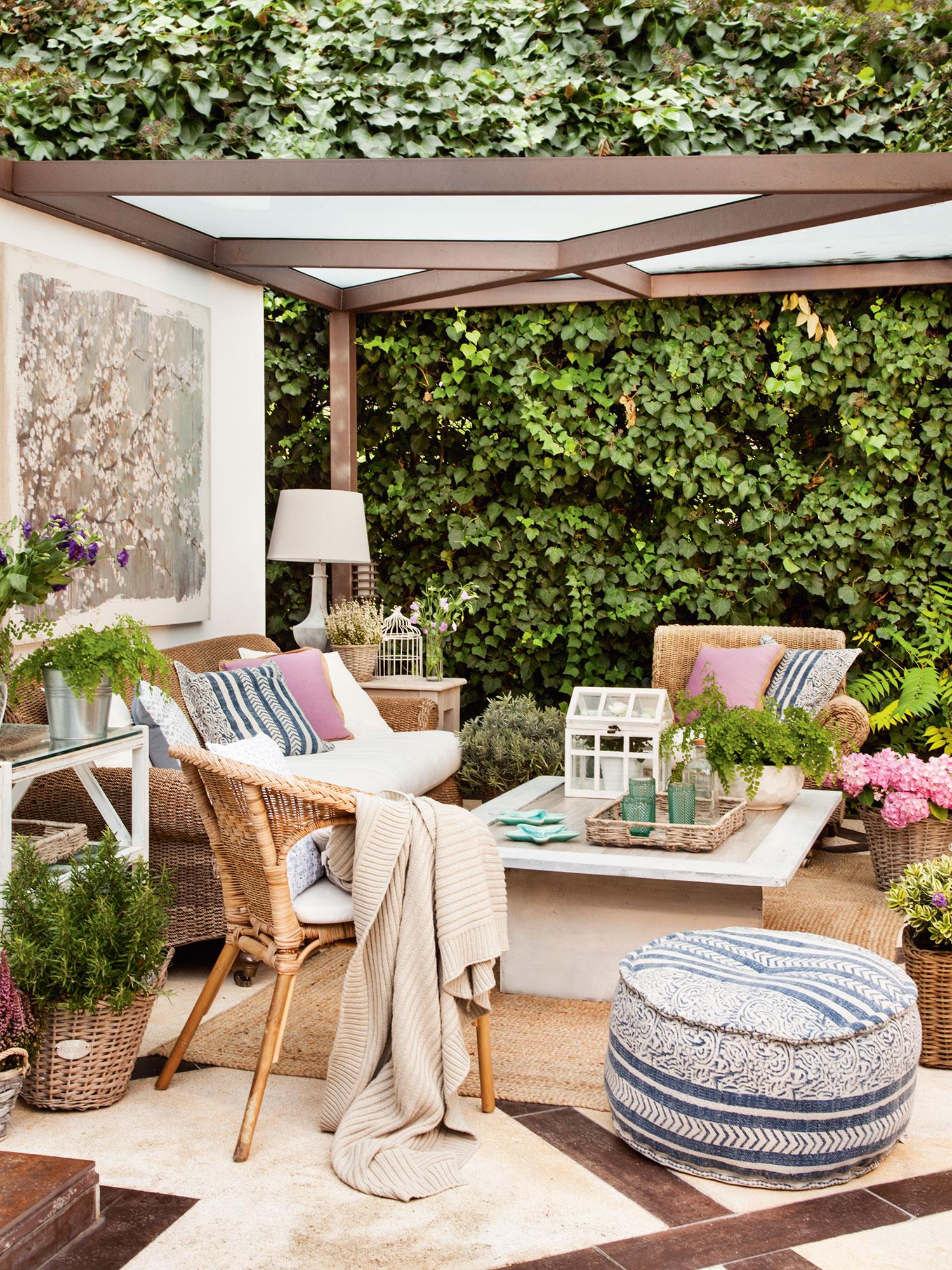 9ce07f3fc Salón de verano en terraza con pérgola. A prueba de frío y de calor