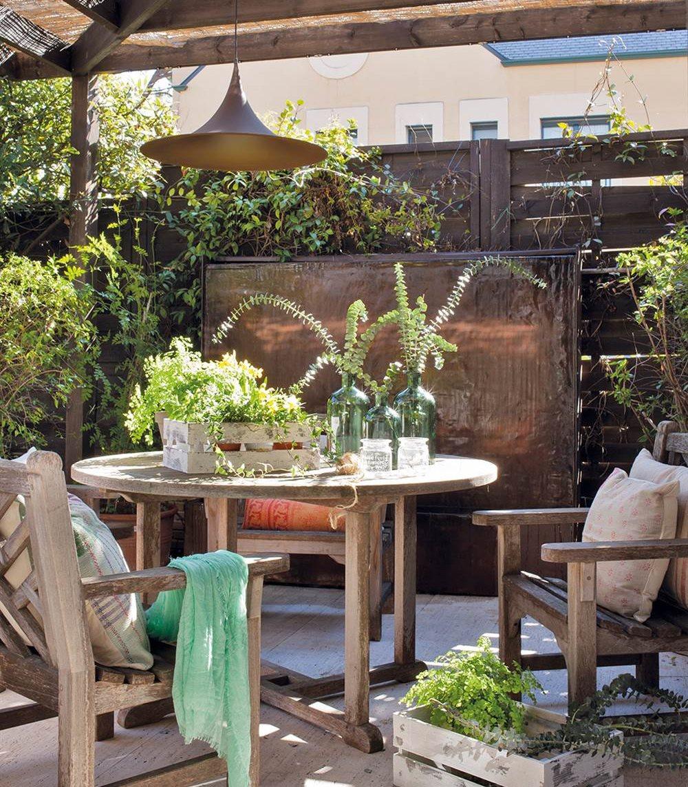 Casa a las afueras de madrid con jard n y donde se respira - Muebles de teca ...