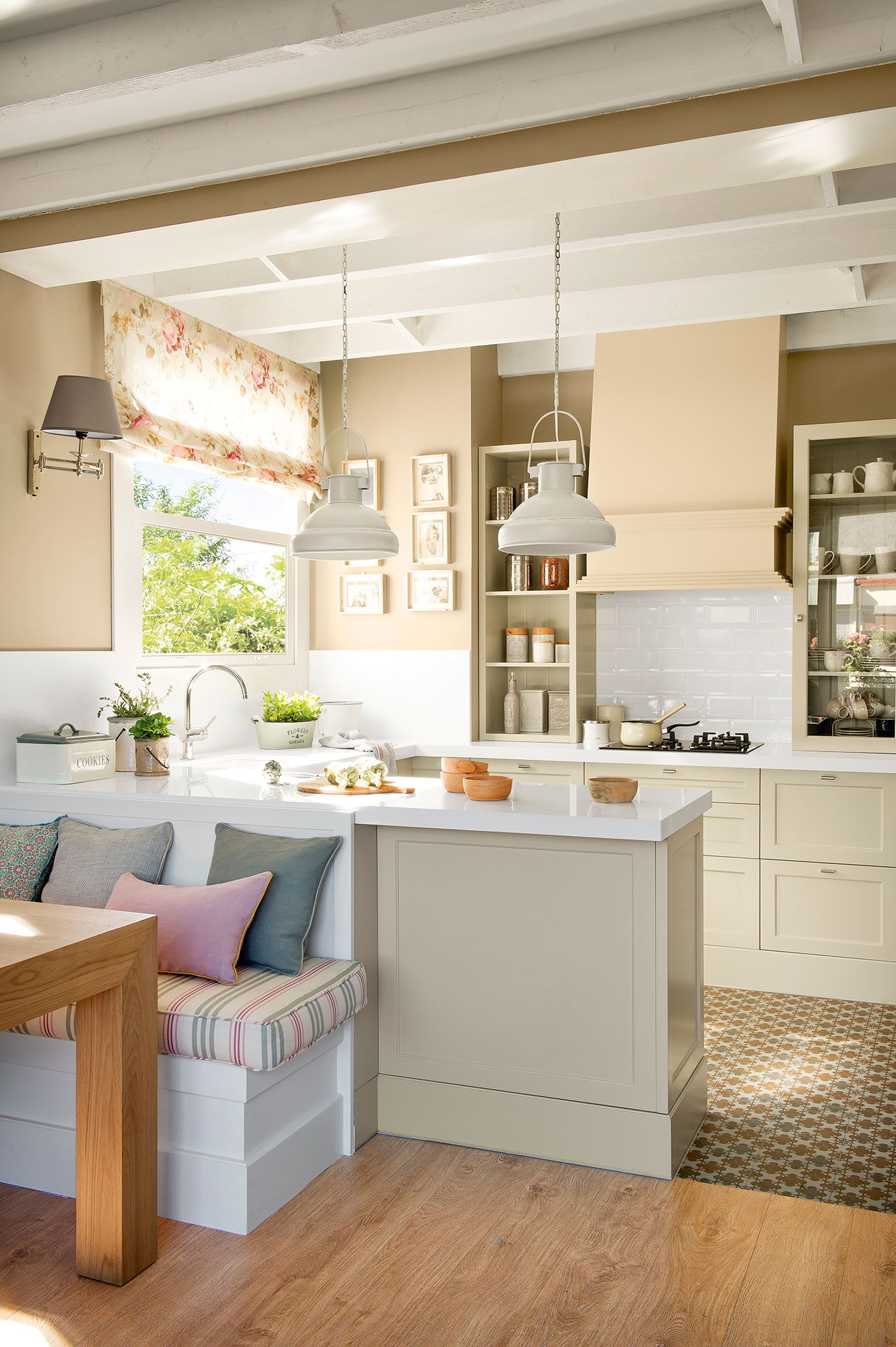 Cocina en orden las claves del xito - Cocina rustica blanca ...