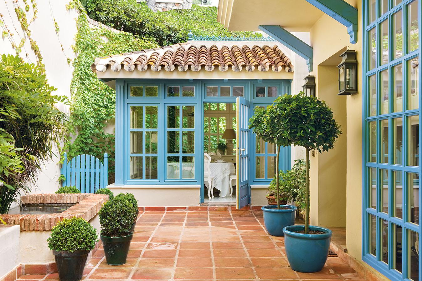 00320816. Comedor situado en el pabellón del jardín que conecta con la casa por el interior_00320816
