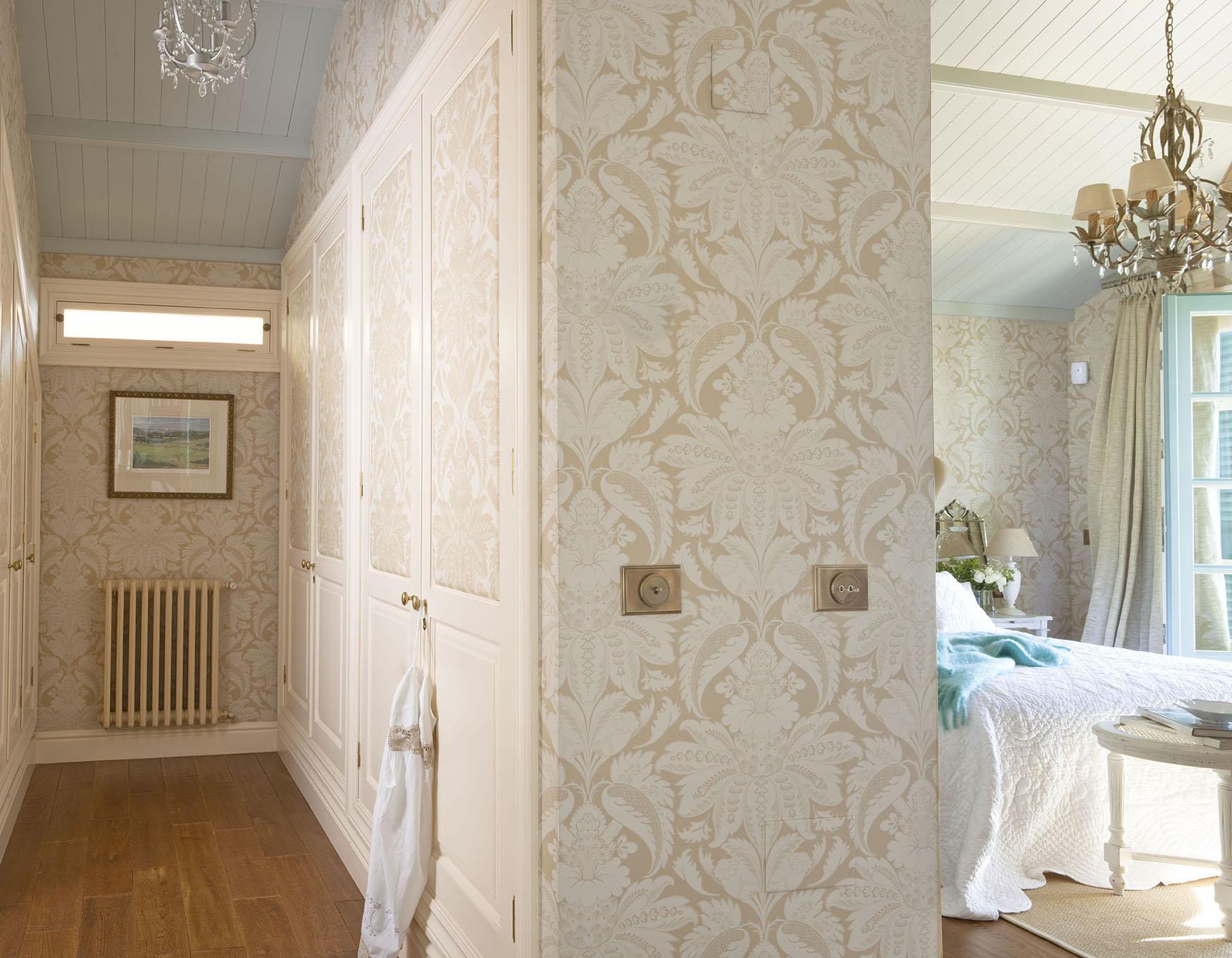 00320831 O. Dormitorio y vestidor con un entelado clásico y separados por un murete_00320831 O