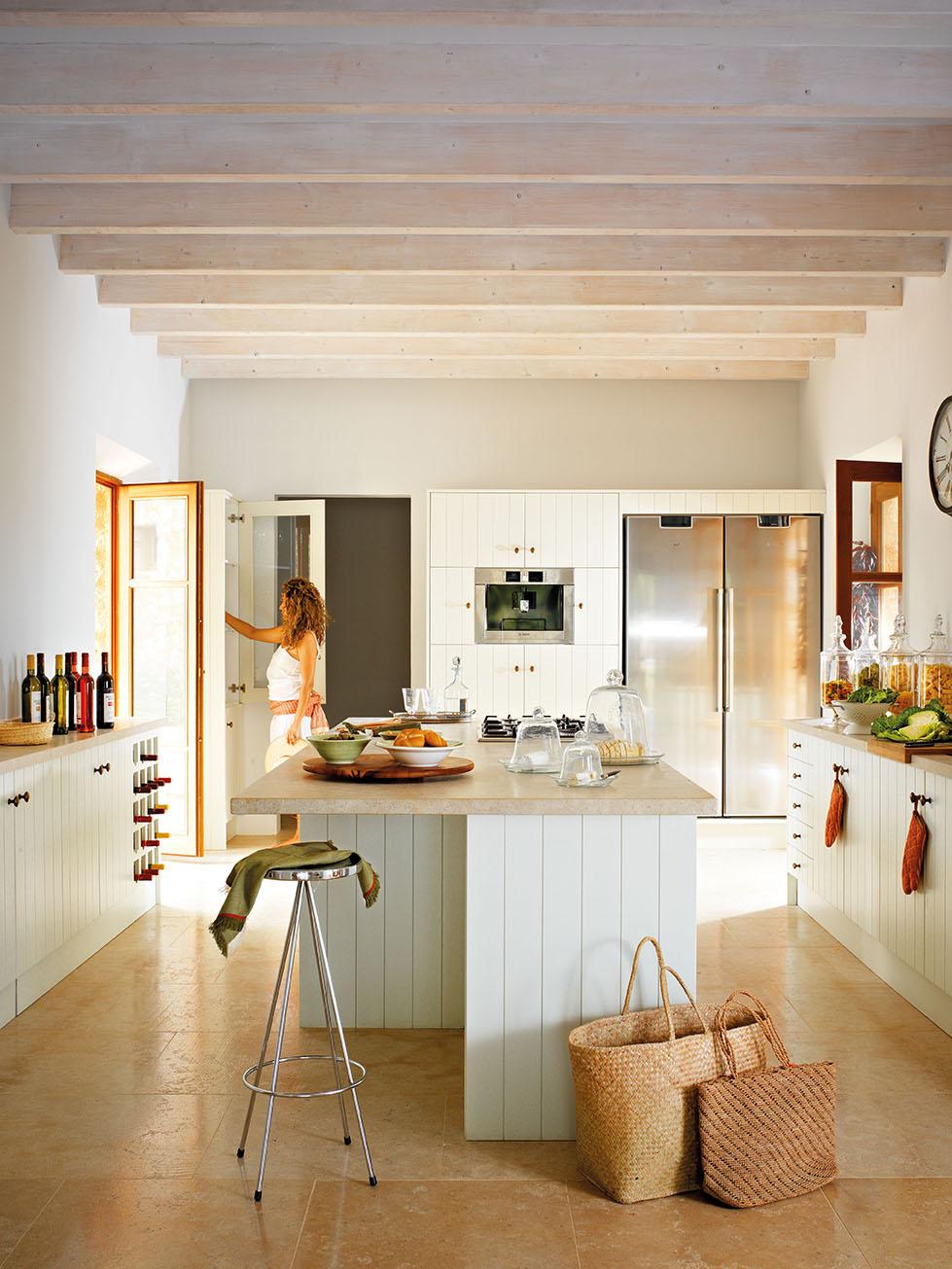 Una casa r stica nueva inspirada en las mas as tradicionales for Vigas de madera para jardin