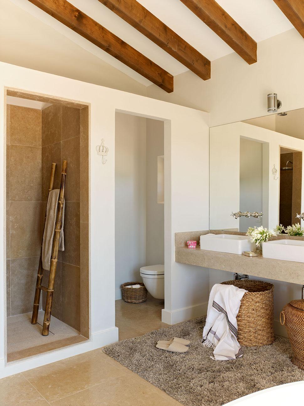 Una casa r stica nueva inspirada en las mas as tradicionales - Lavamanos sobre encimera ...