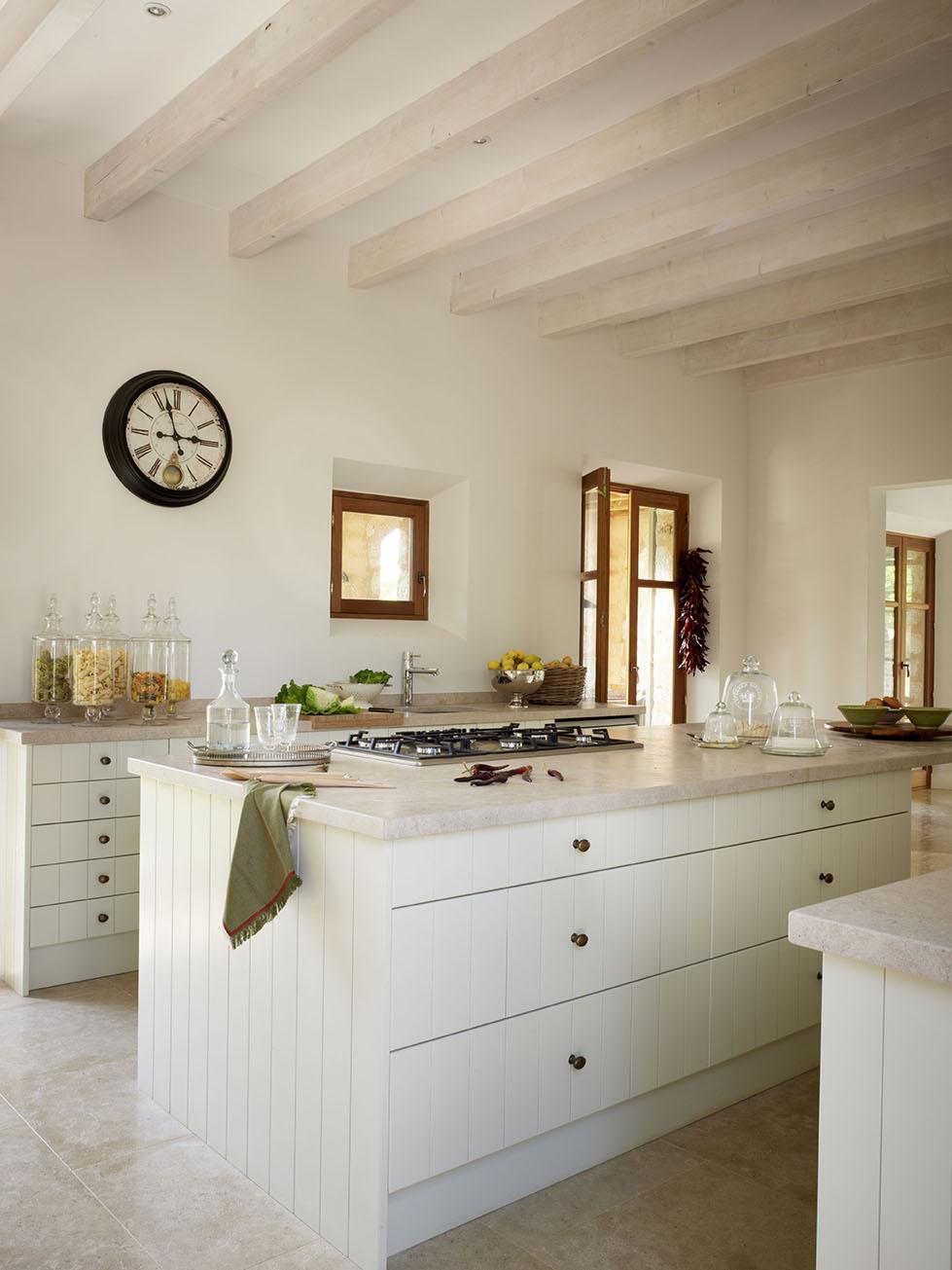 00326185 O. Isla blanca y alargada en la cocina_00326185 O