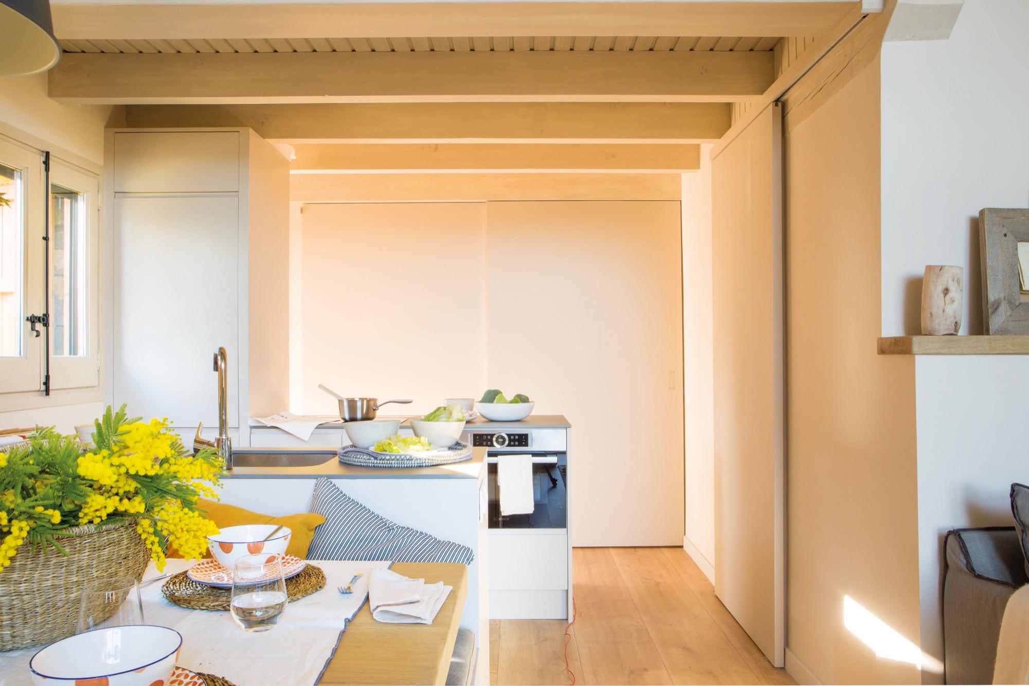 Una caba ita para los fines de semana en familia for Distribucion cocina en paralelo