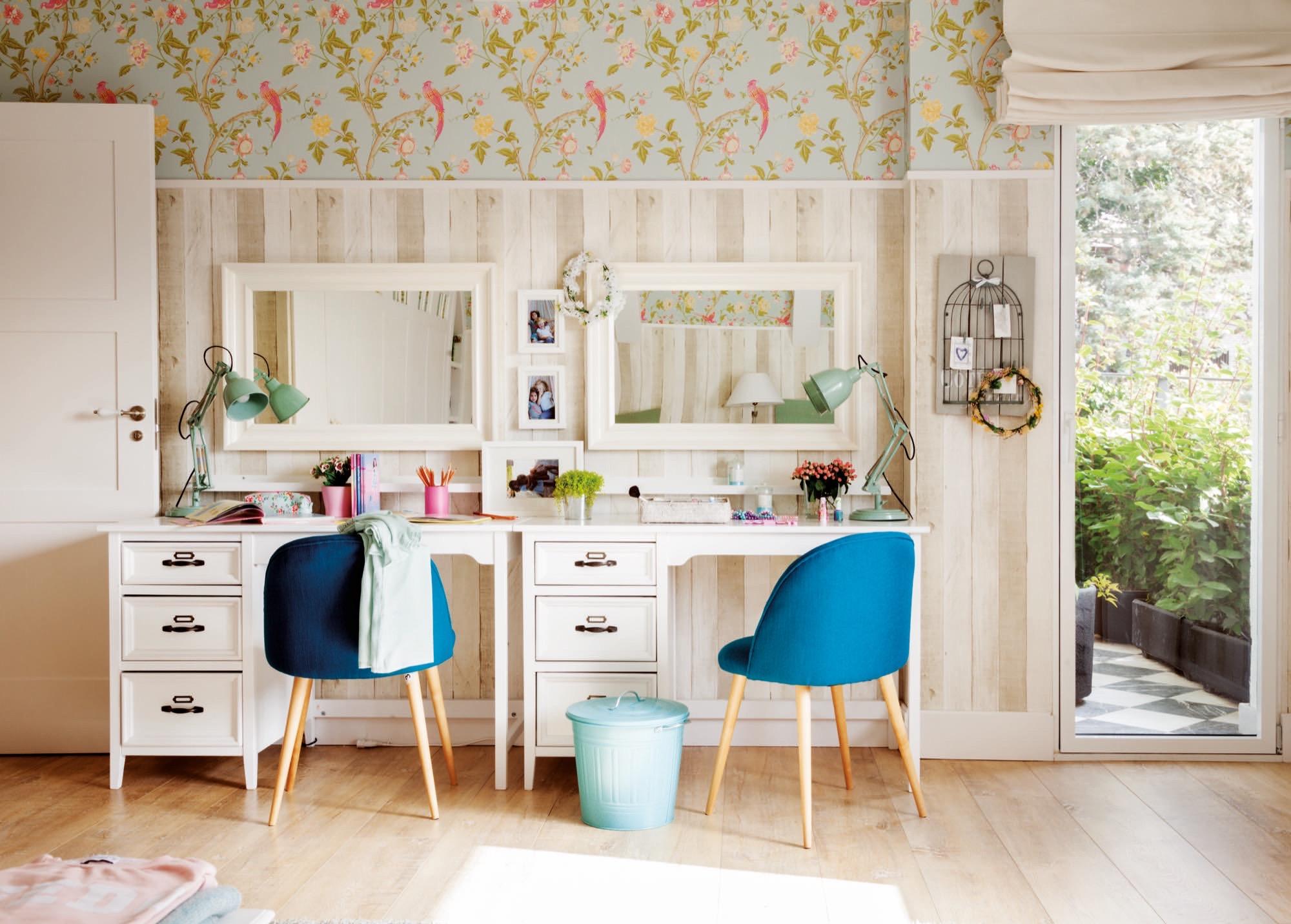 Una casa con muchos papeles pintados - Tocadores para habitacion ...