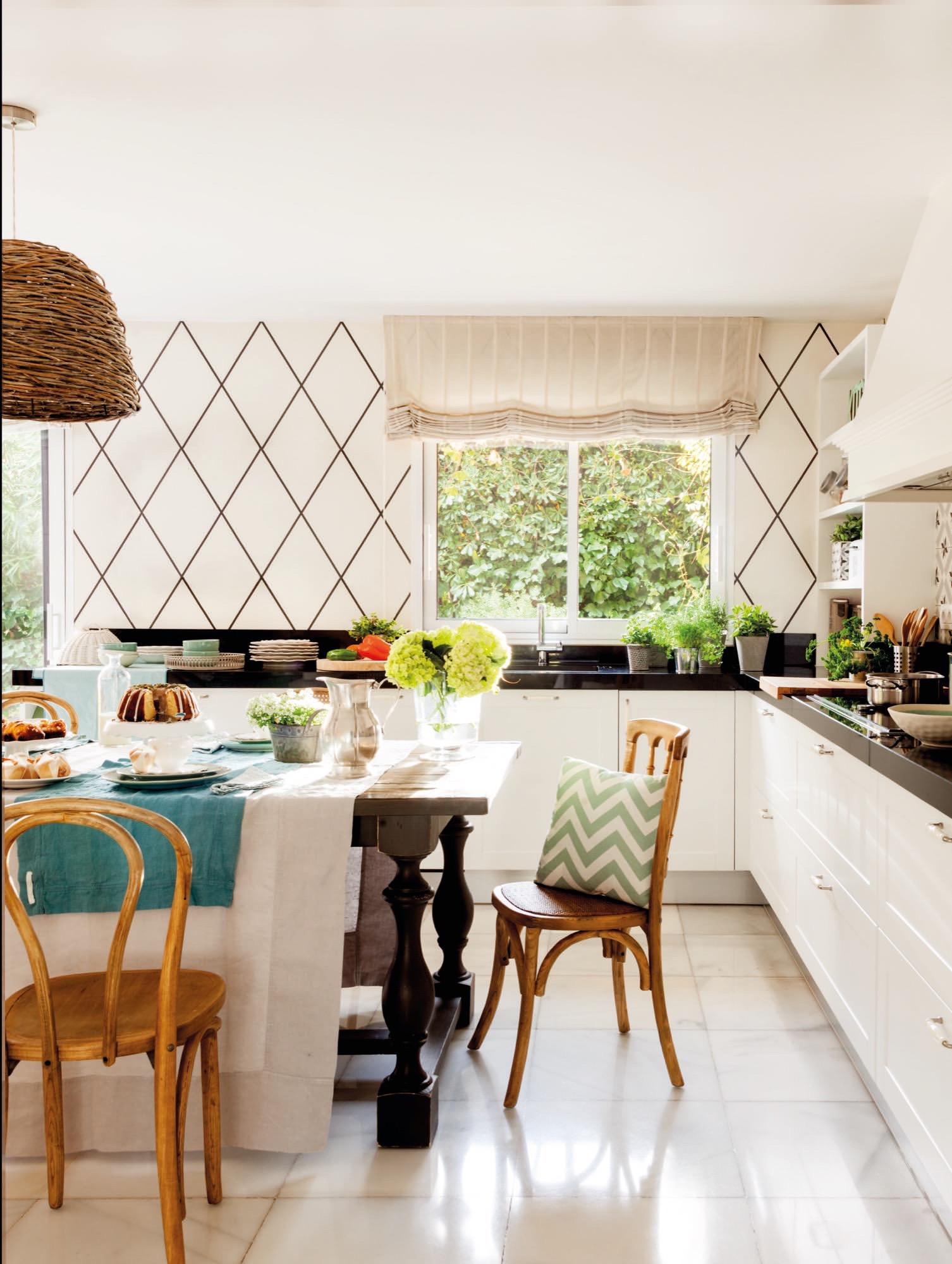 Una casa con muchos papeles pintados - Papel pintado para cocina ...