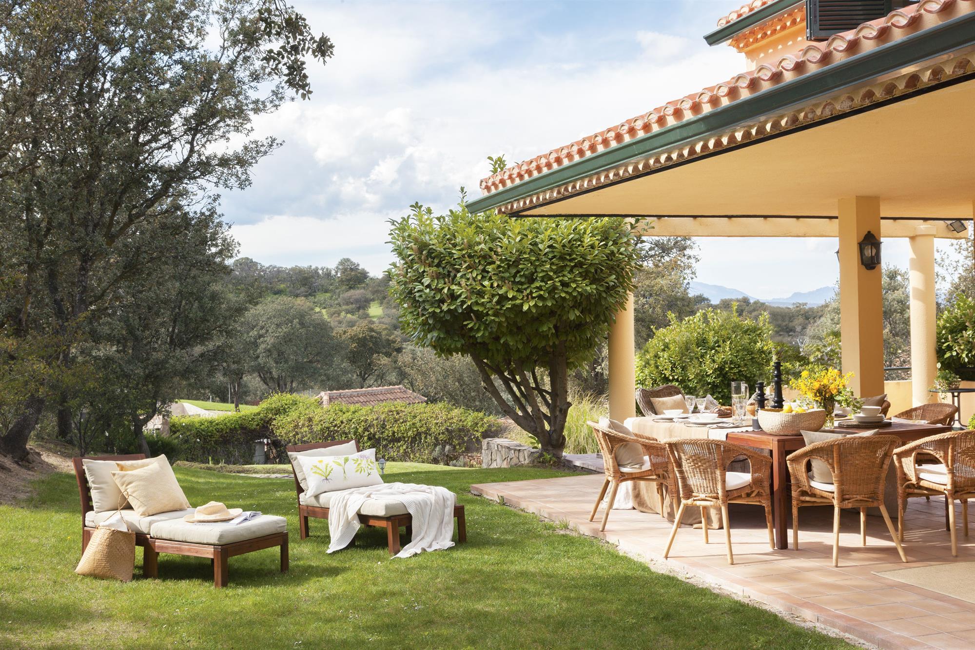 Casas con porche y jardin dise os arquitect nicos for Casa con jardin