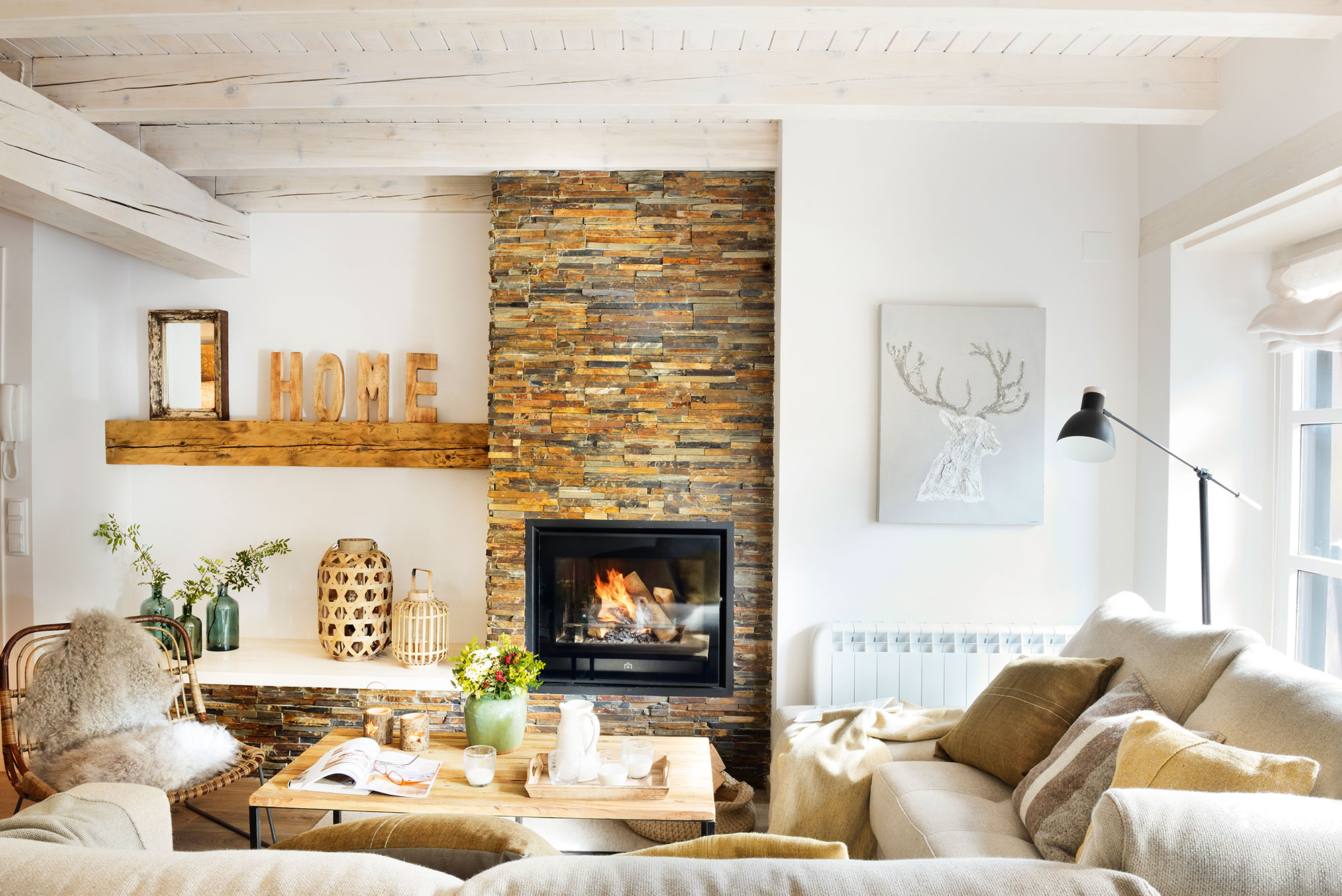 10 claves del estilo n rdico for Muebles de salon con chimenea