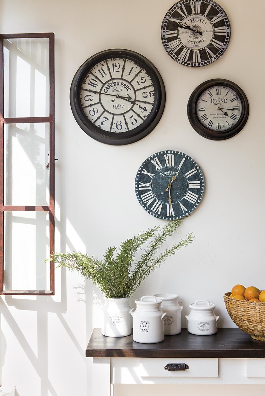 Ideas con color para que tu casa se ponga contenta - Relojes para casa ...