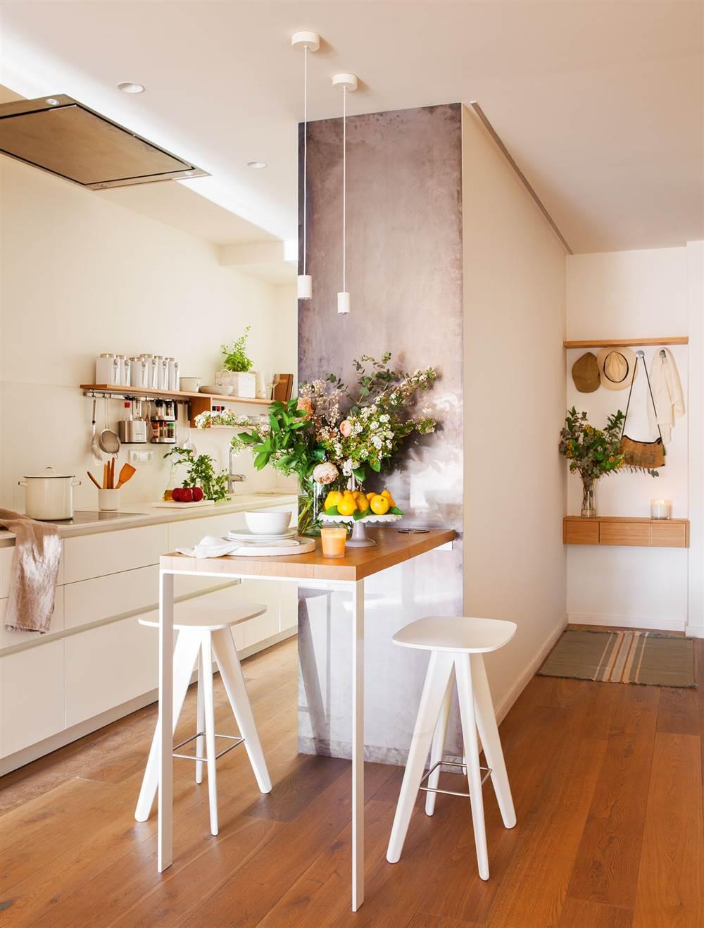 Diez pisos peque os con las mejores ideas para aprovechar - Comedores modernos para espacios pequenos ...