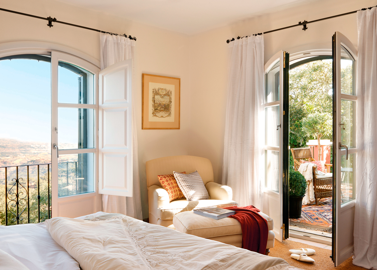 Dormitorio con ventanas abiertas_335987