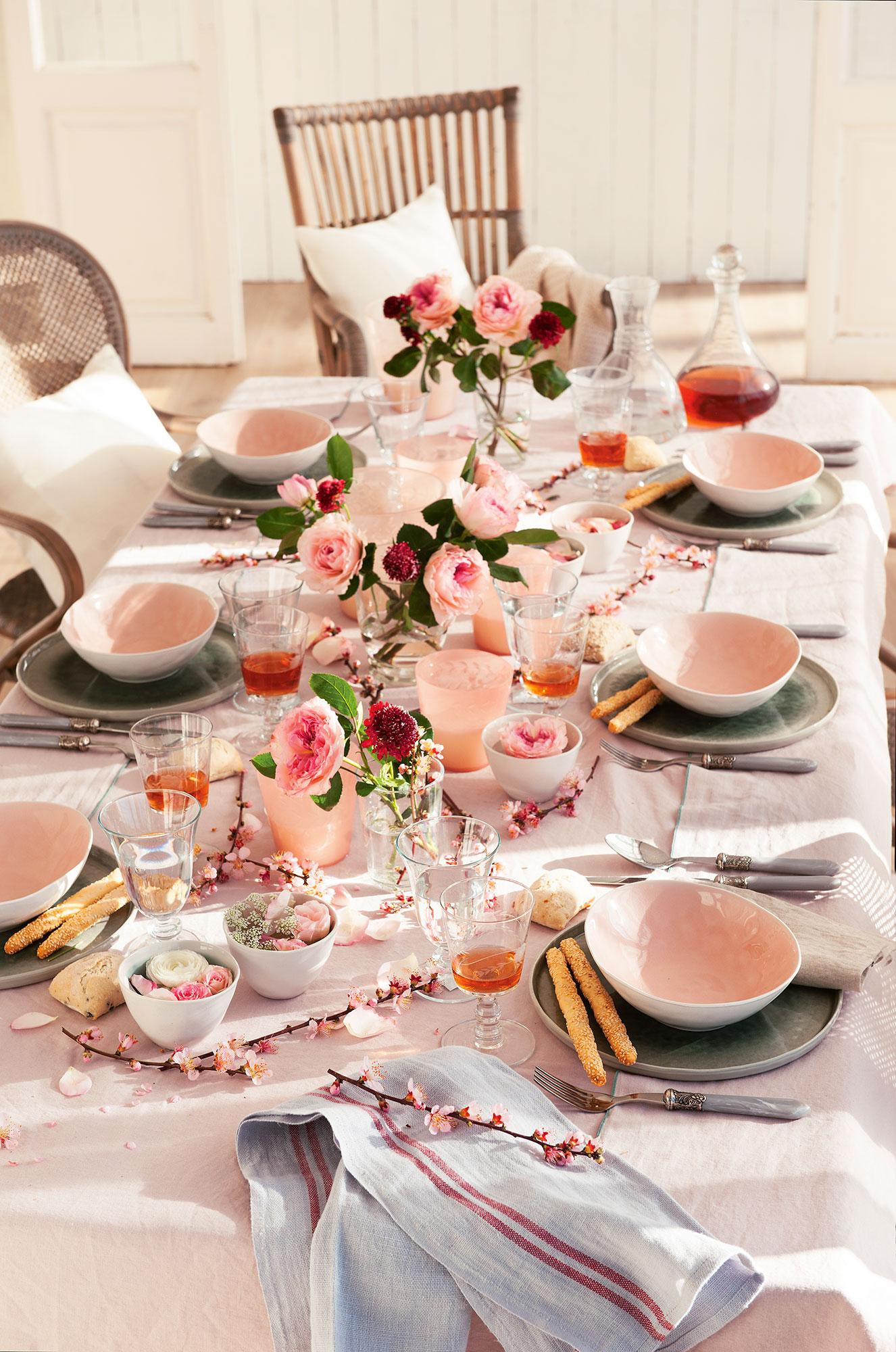 Decorar con flores 12 ideas para vestir tu casa de primavera - Centros de mesa de comedor ...