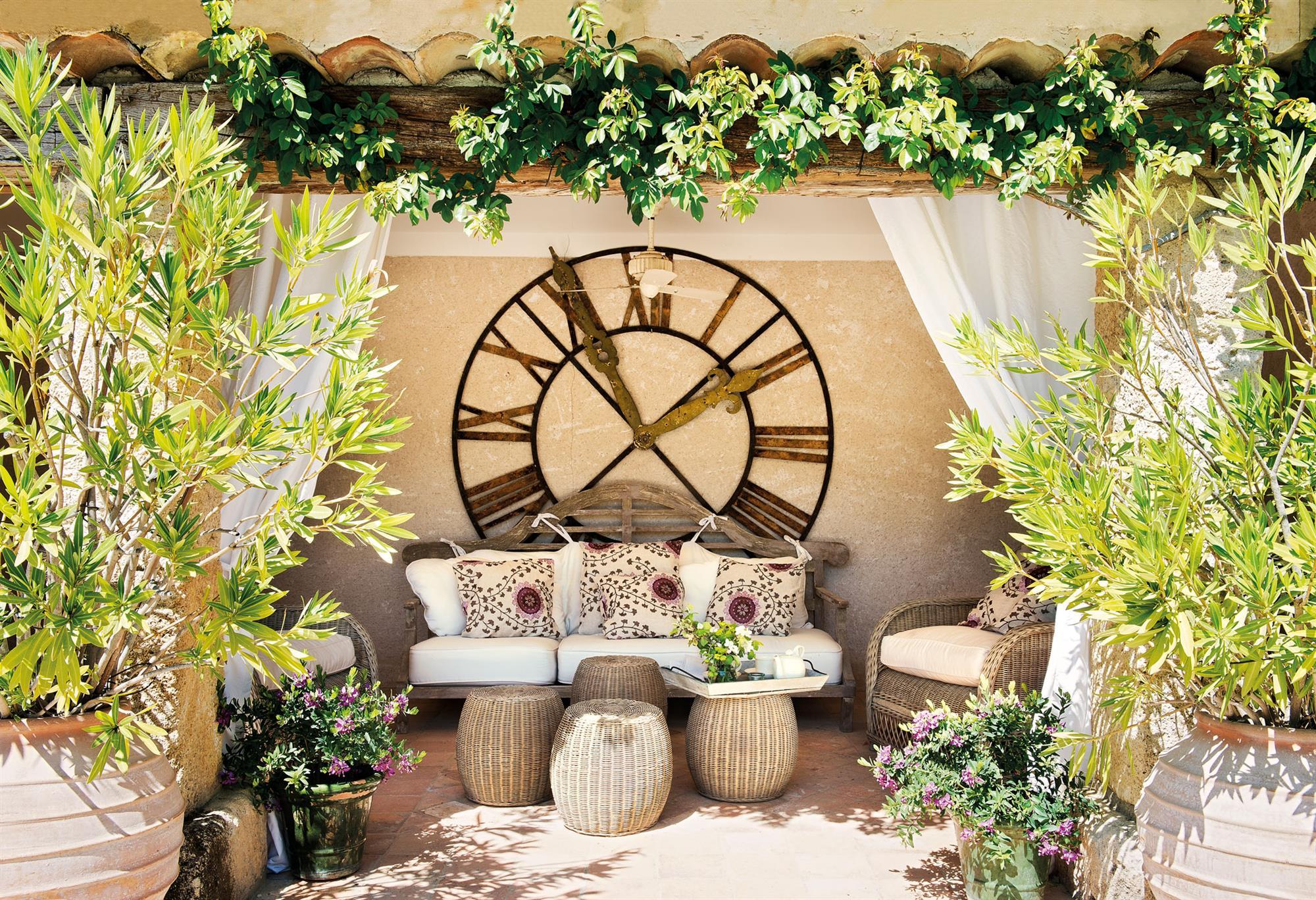 65b69e14936b reloj de pared grande en el porche 00386099. ¡Hasta en el porche!