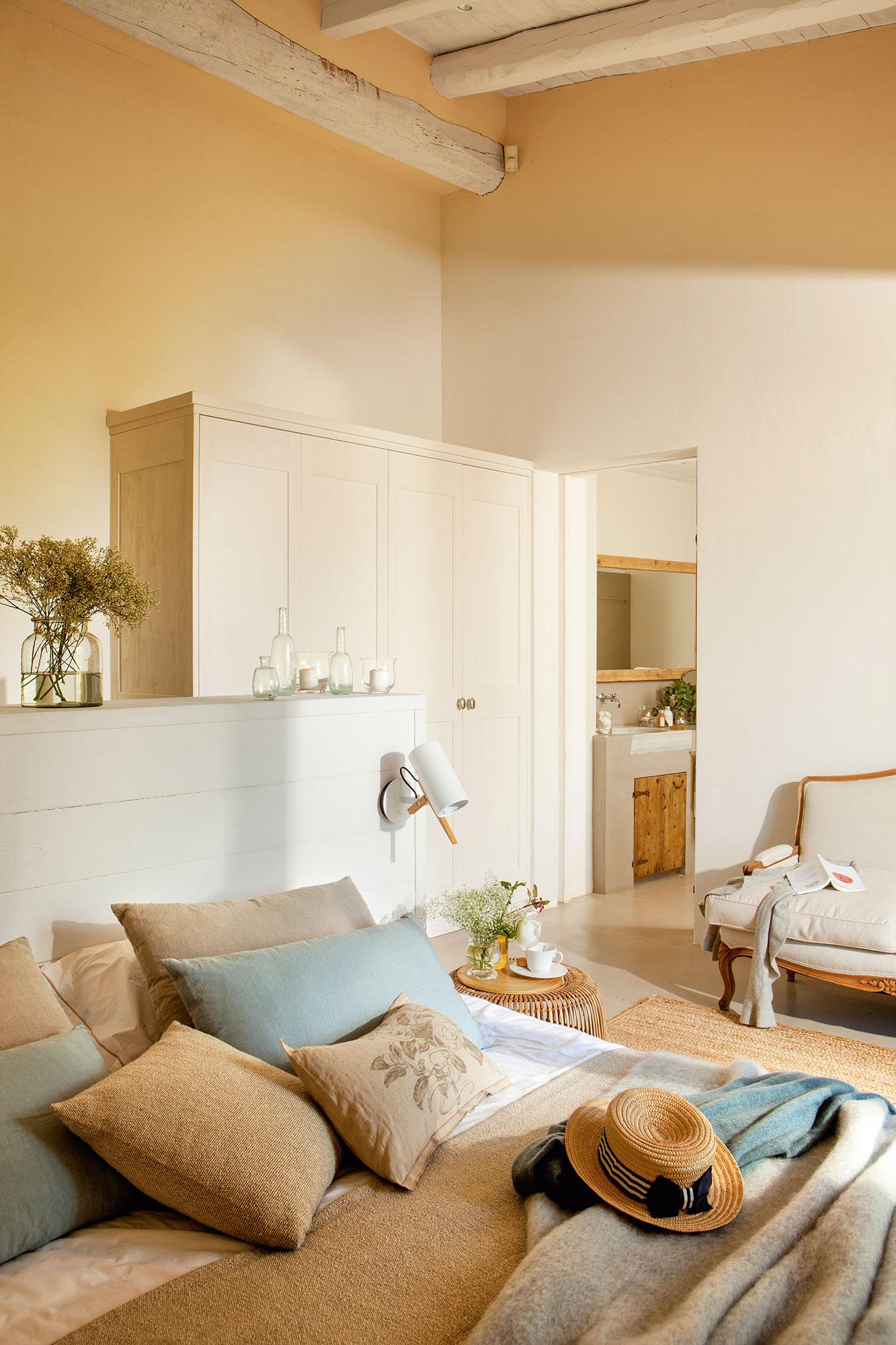 Dormitorio c mo decorarlo y aprovecharlo mejor seg n los metros - Dormitorio vestidor ...