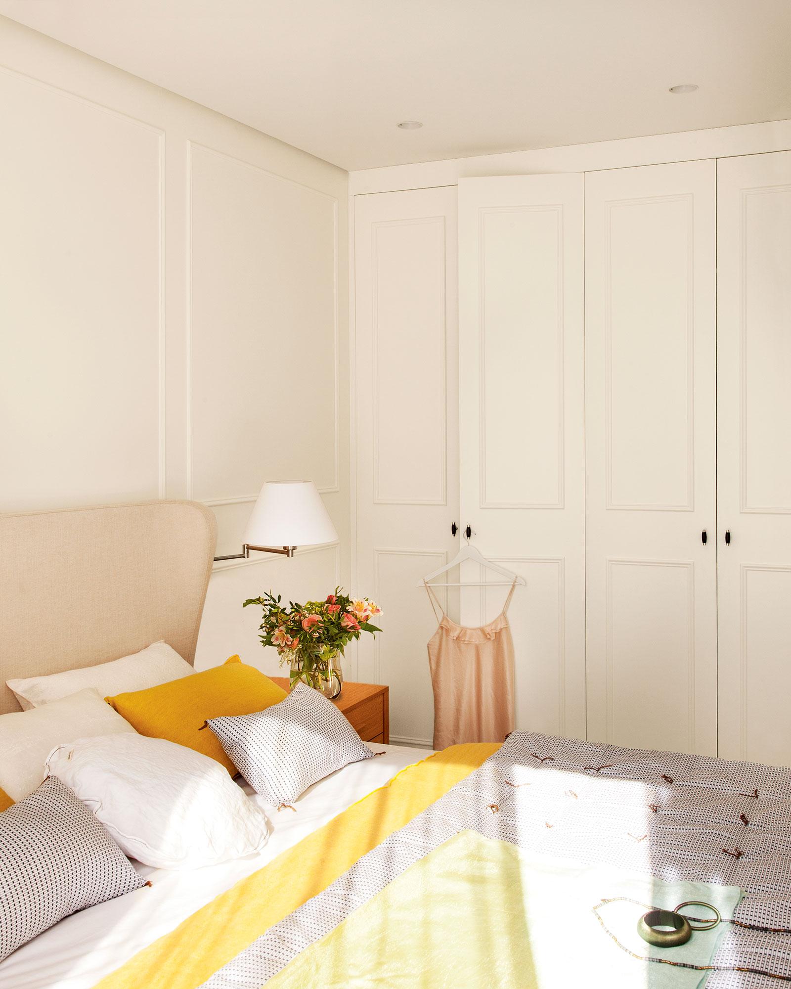 Dormitorio c mo decorarlo y aprovecharlo mejor seg n los - Armario blanco pequeno ...