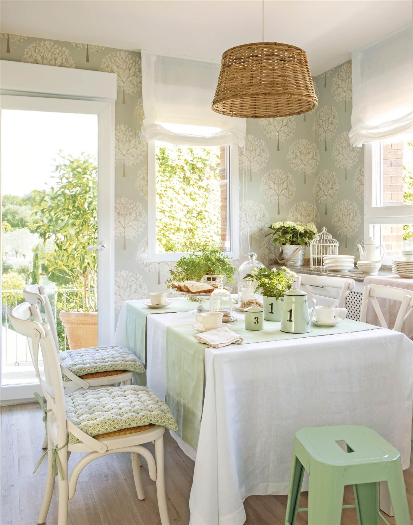 En estas 10 casas siempre es primavera - Papel pintado en cocina ...