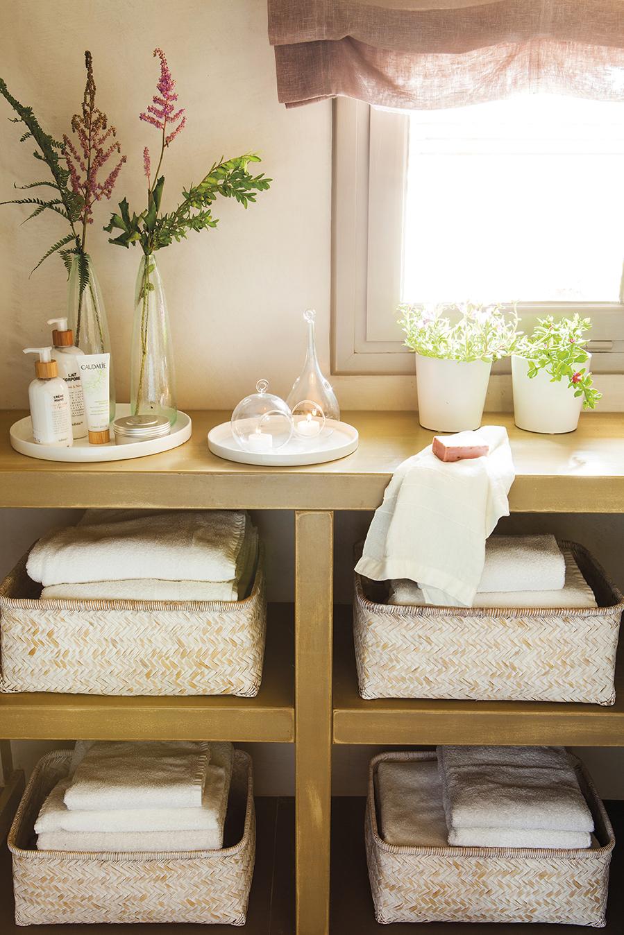 Restaura tu ba o y convi rtelo en un spa for Estanteria bano toallas