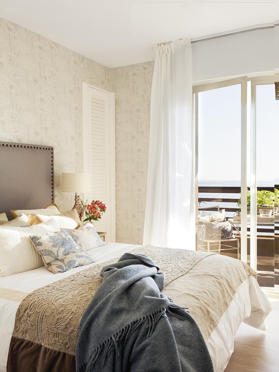 Segunda vida para la casa de tu infancia - Papel pintado dormitorio principal ...