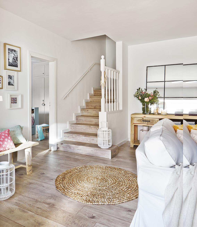 Una bonita casa con porche en sitges - Escaleras blancas ...