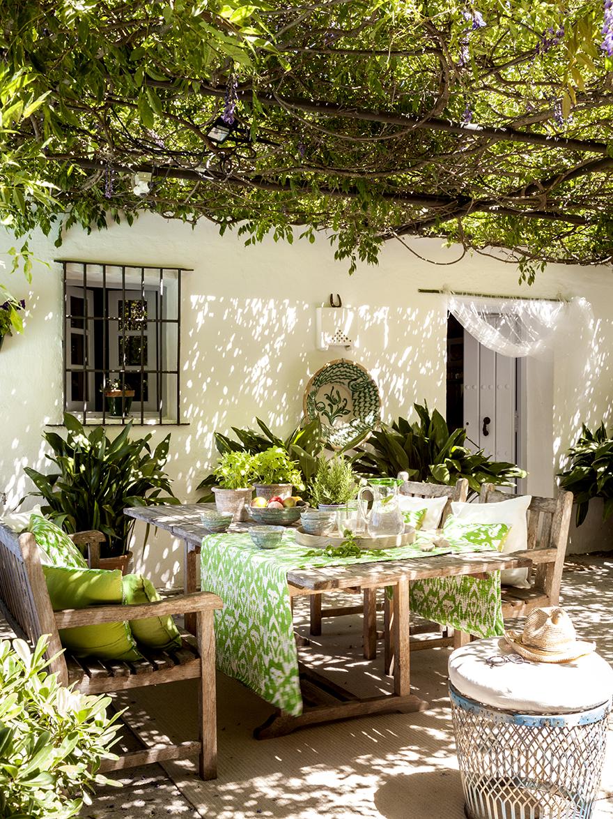 Una casa r stica rodeada de vegetaci n en ronda - Que ver en la casa de campo ...