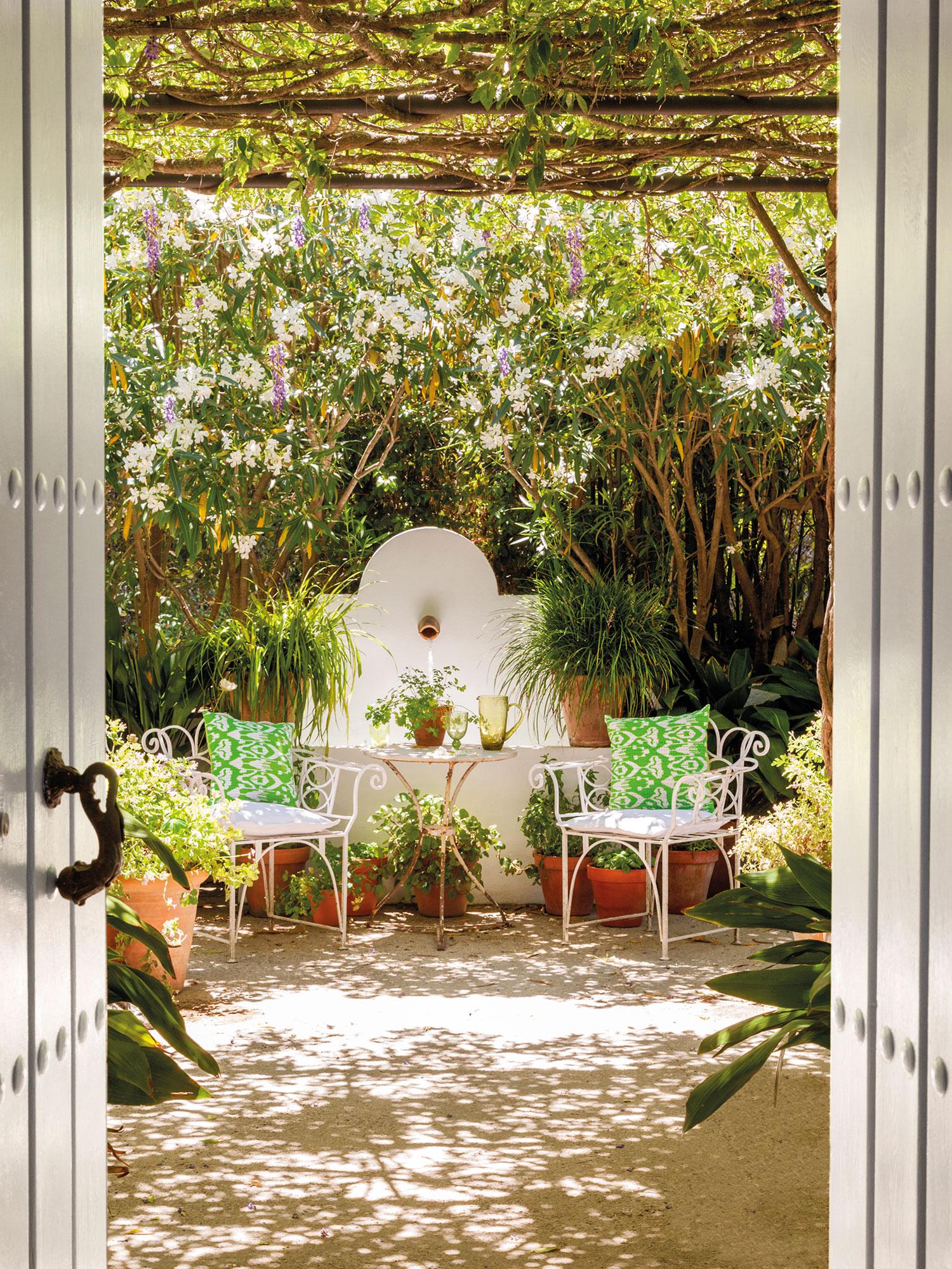 Patios y terrazas oasis de paz y tranquilidad sin salir - Fuentes para patios ...