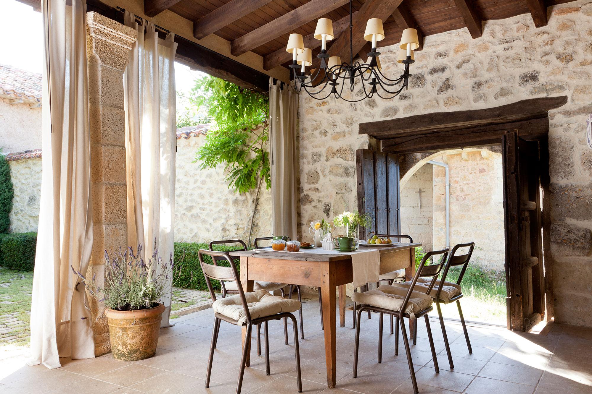 Patios y terrazas oasis de paz y tranquilidad sin salir for Imagenes de patios de casas pequenas