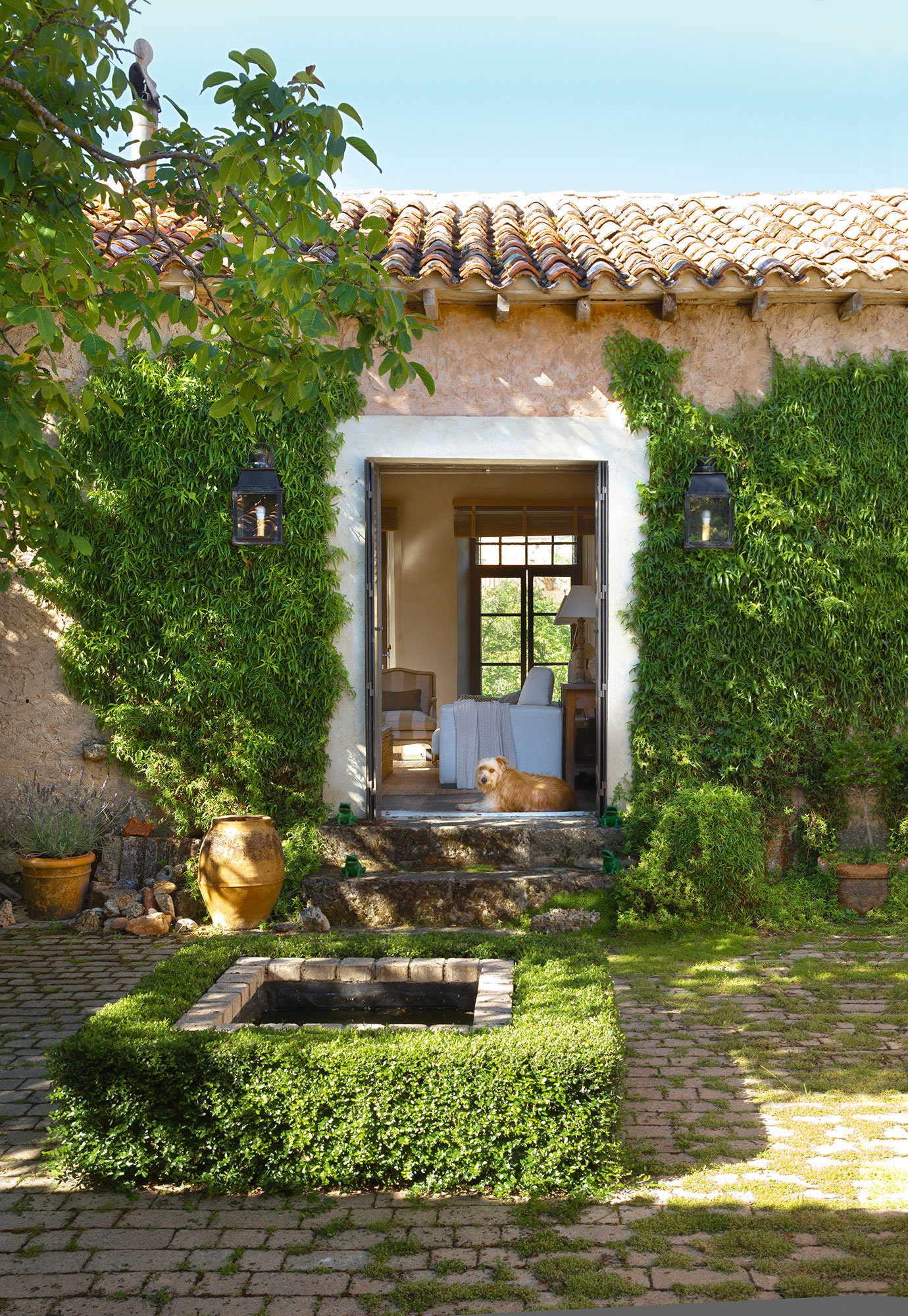 Patios y terrazas oasis de paz y tranquilidad sin salir - Fachadas para terrazas ...