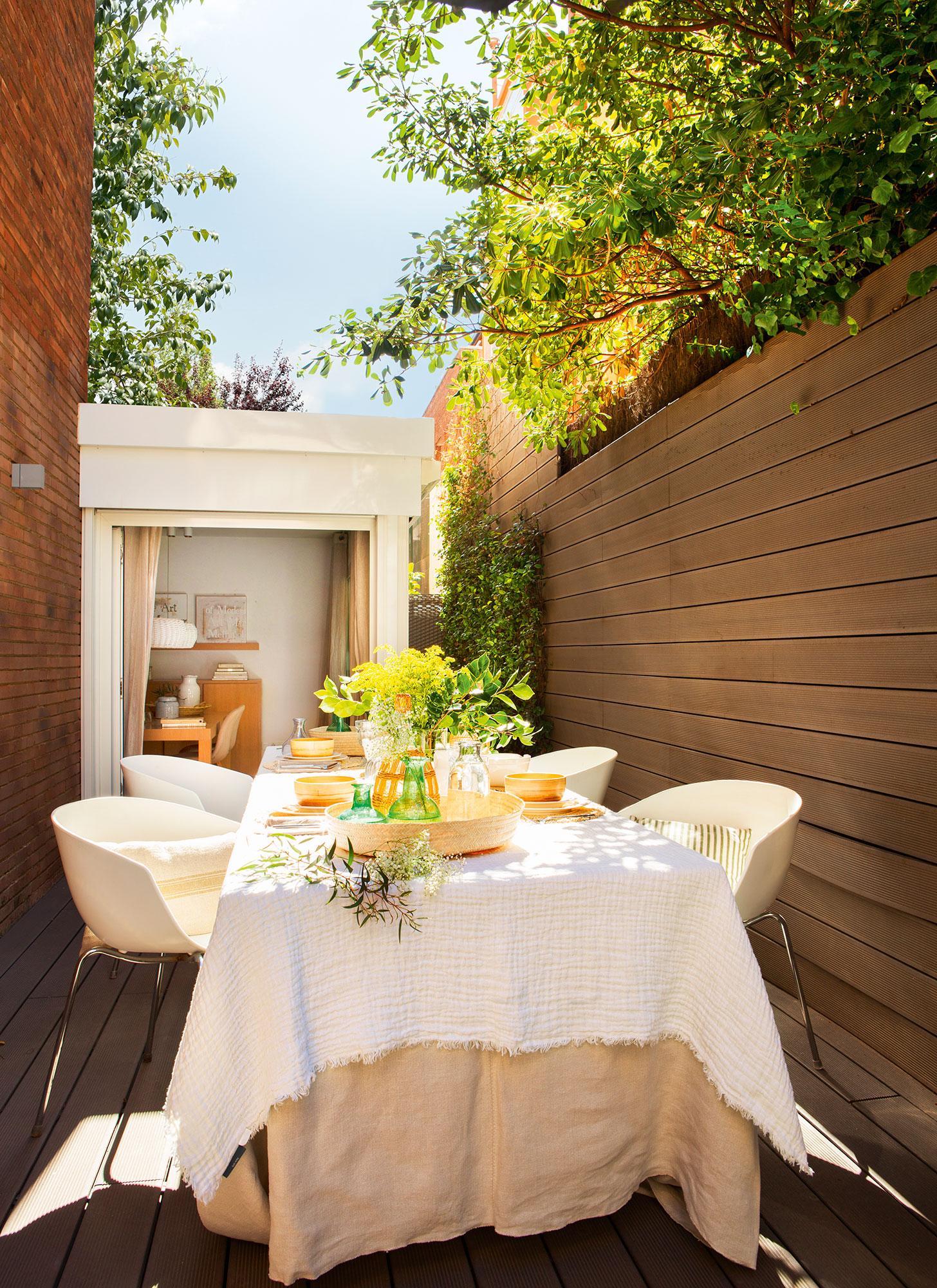 Patios y terrazas oasis de paz y tranquilidad sin salir de casa - Decorar patios interiores ...