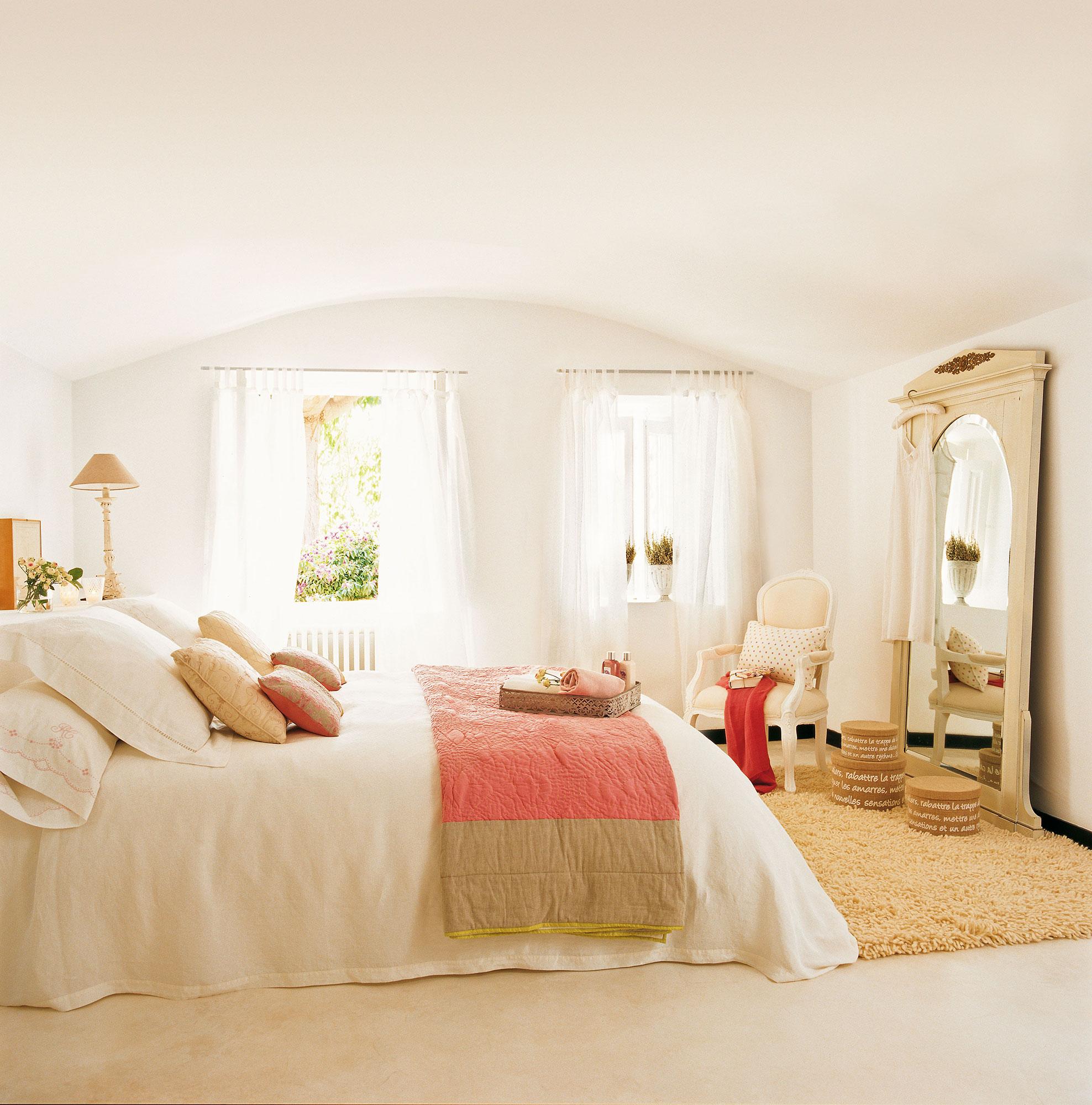 Dormitorios frescos viste tu habitaci n para el verano for Decoracion habitacion blanca