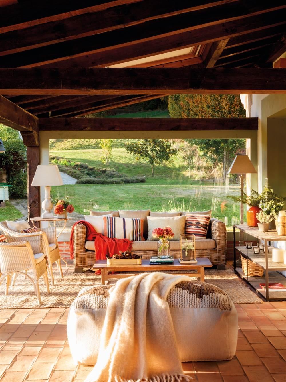 Una casa rustica en cantabria sencilla y muy acogedora for Imagenes de patios de casas pequenas