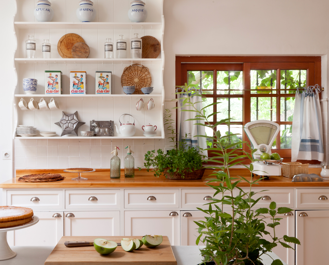 Detalles para renovar tu cocina - Cocina rustica blanca ...
