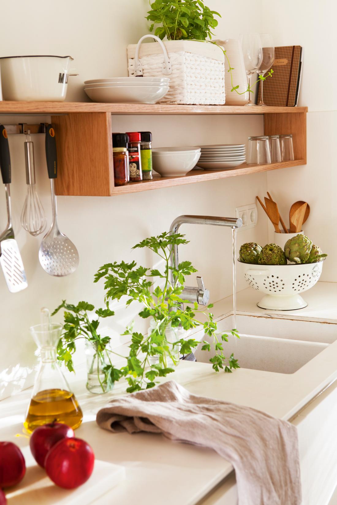 Muebles y complementos que se cuelgan - Cocinas con encimera de madera ...