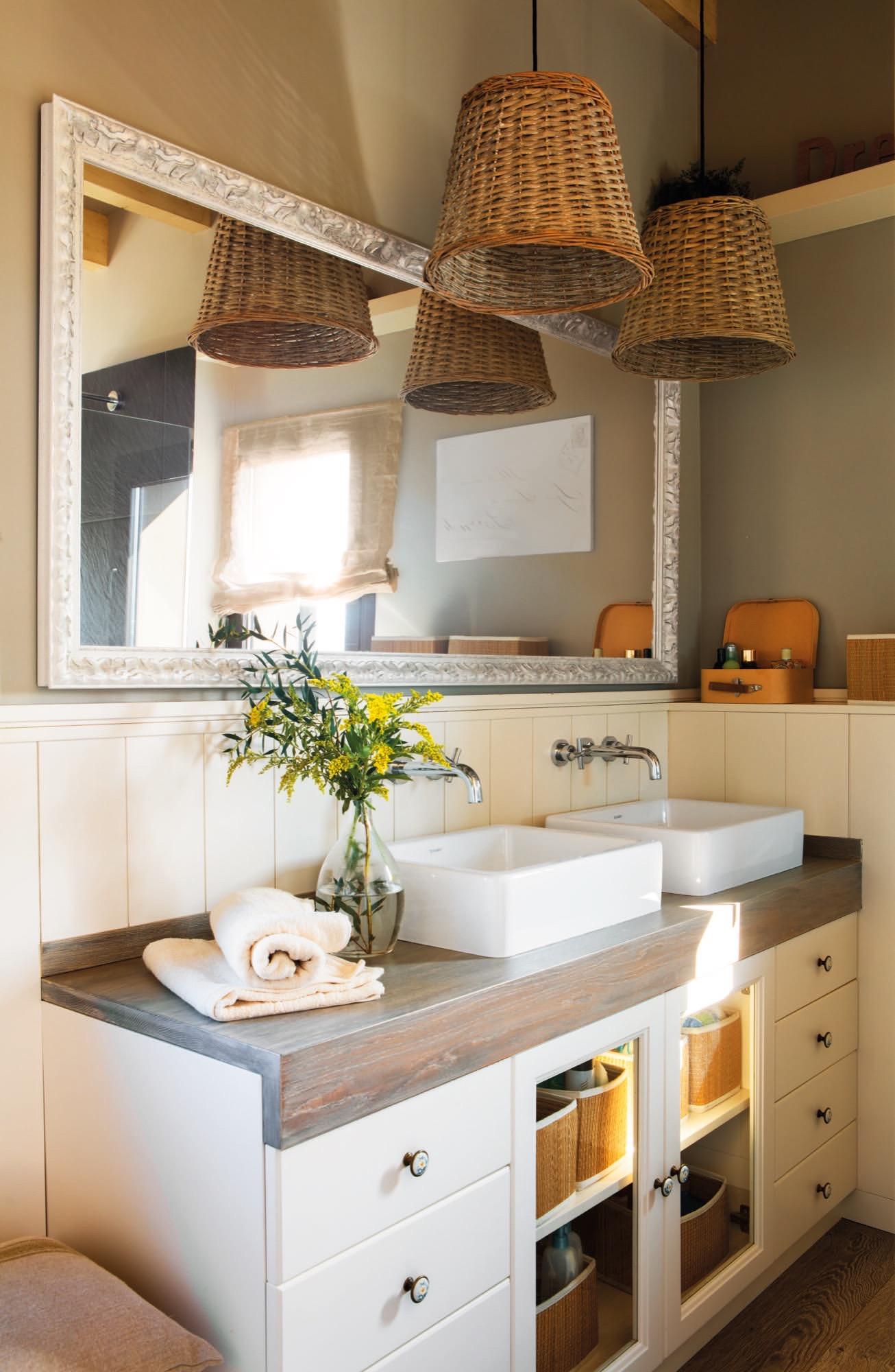 Una casa a la medida de una familia numerosa - Lampara espejo bano ...