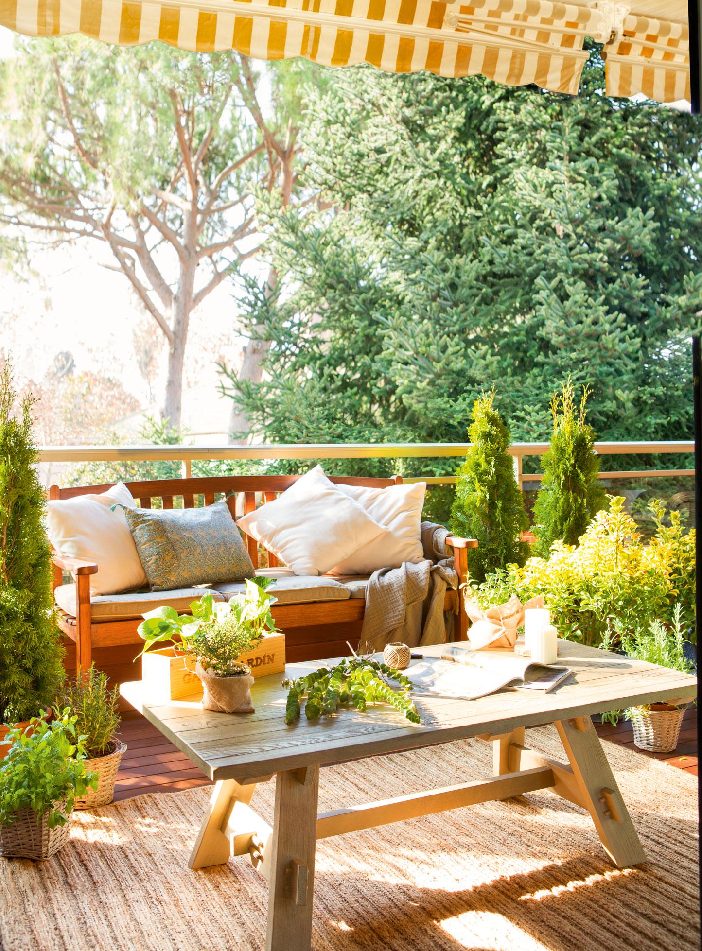 La terraza ideal para cada tipo de persona for Mesa de terraza con quitasol
