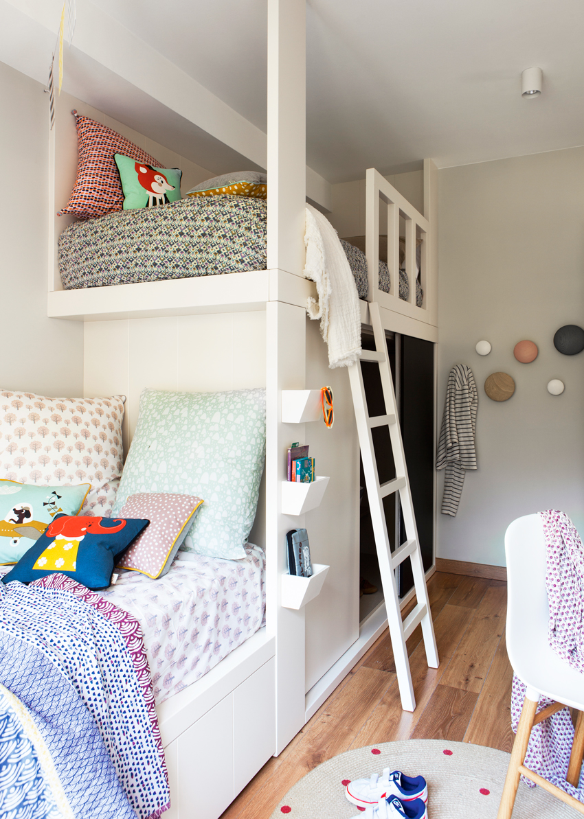 dormitorio infantil con litera escalera y tonos blancos y grises with dormitorio nia aos