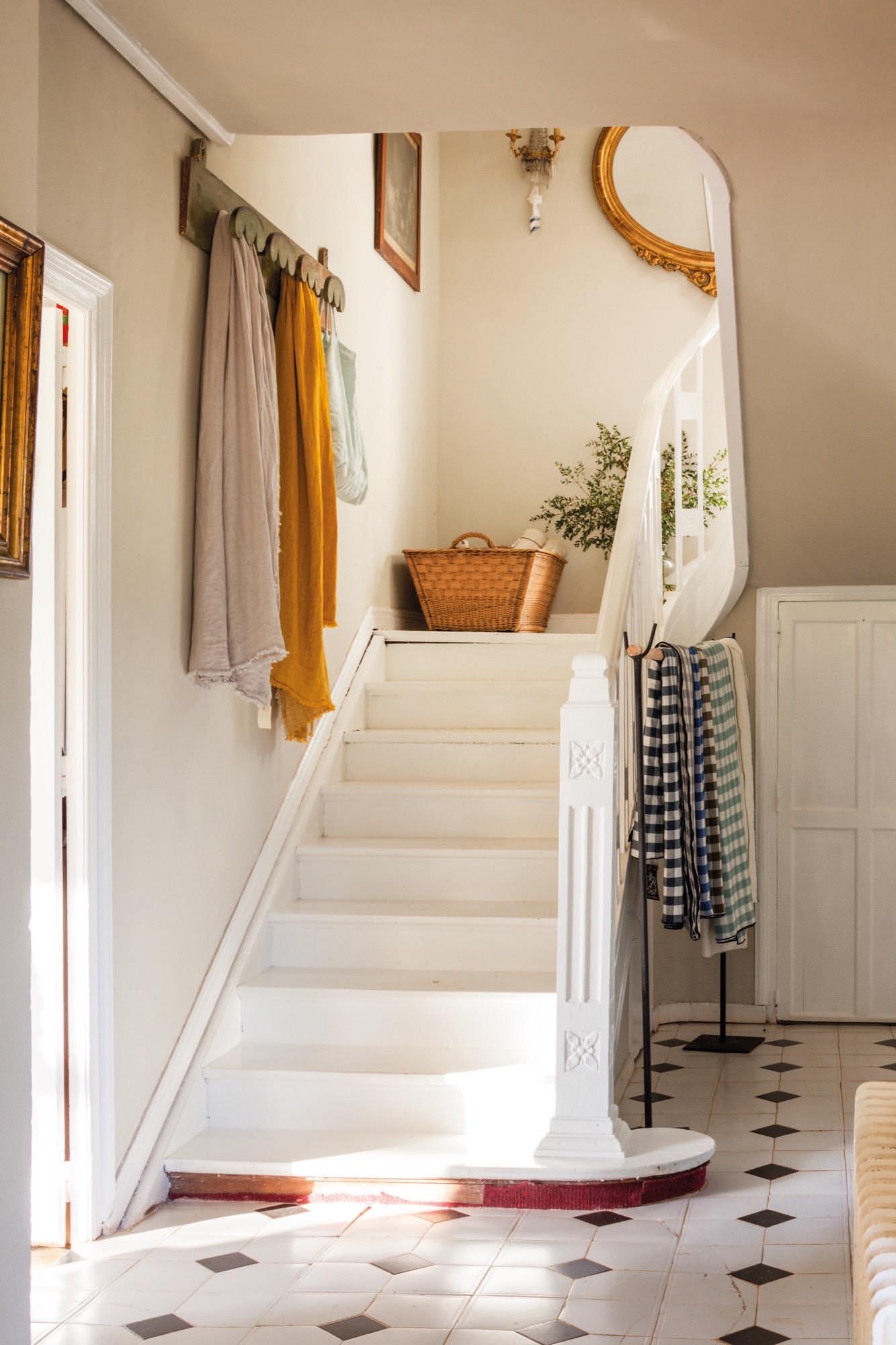 Escalera en la casa de Federica&Co en Novales