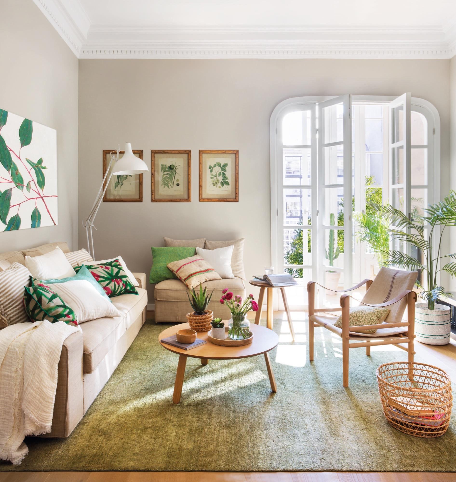 Un piso peque o y muy primaveral - Bandejas decoracion salon ...