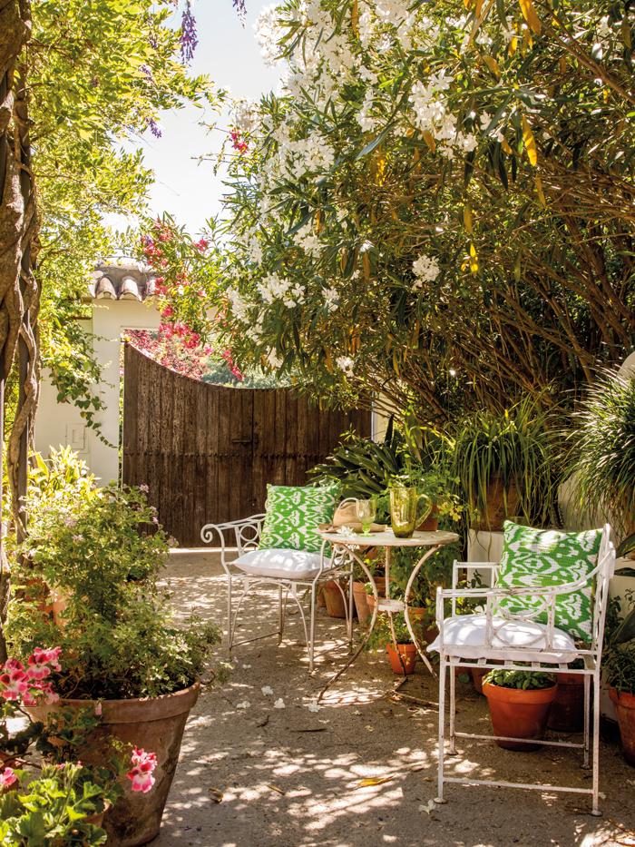 15 rincones de exterior con encanto - Jardines con encanto ...